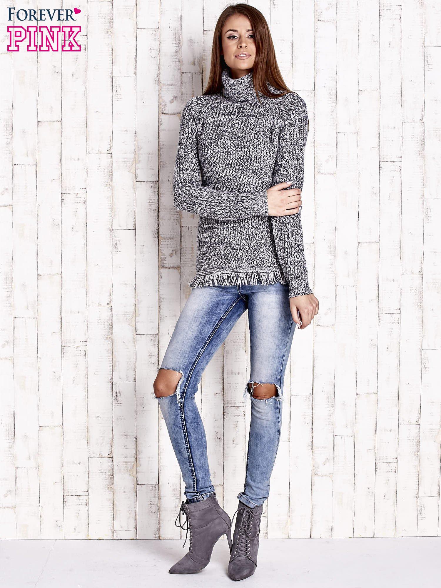 Granatowy melanżowy sweter z golfem i frędzlami                                  zdj.                                  2