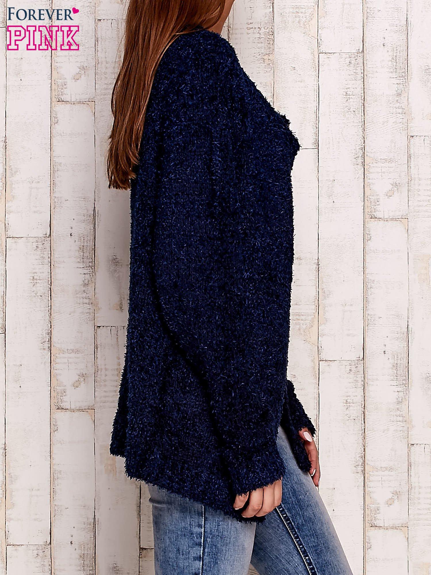 Granatowy otwarty włochaty sweter                                   zdj.                                  3