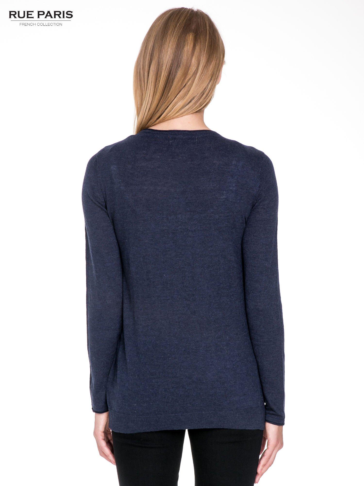 Granatowy sweterek kardigan o kaskadowym fasonie                                  zdj.                                  5