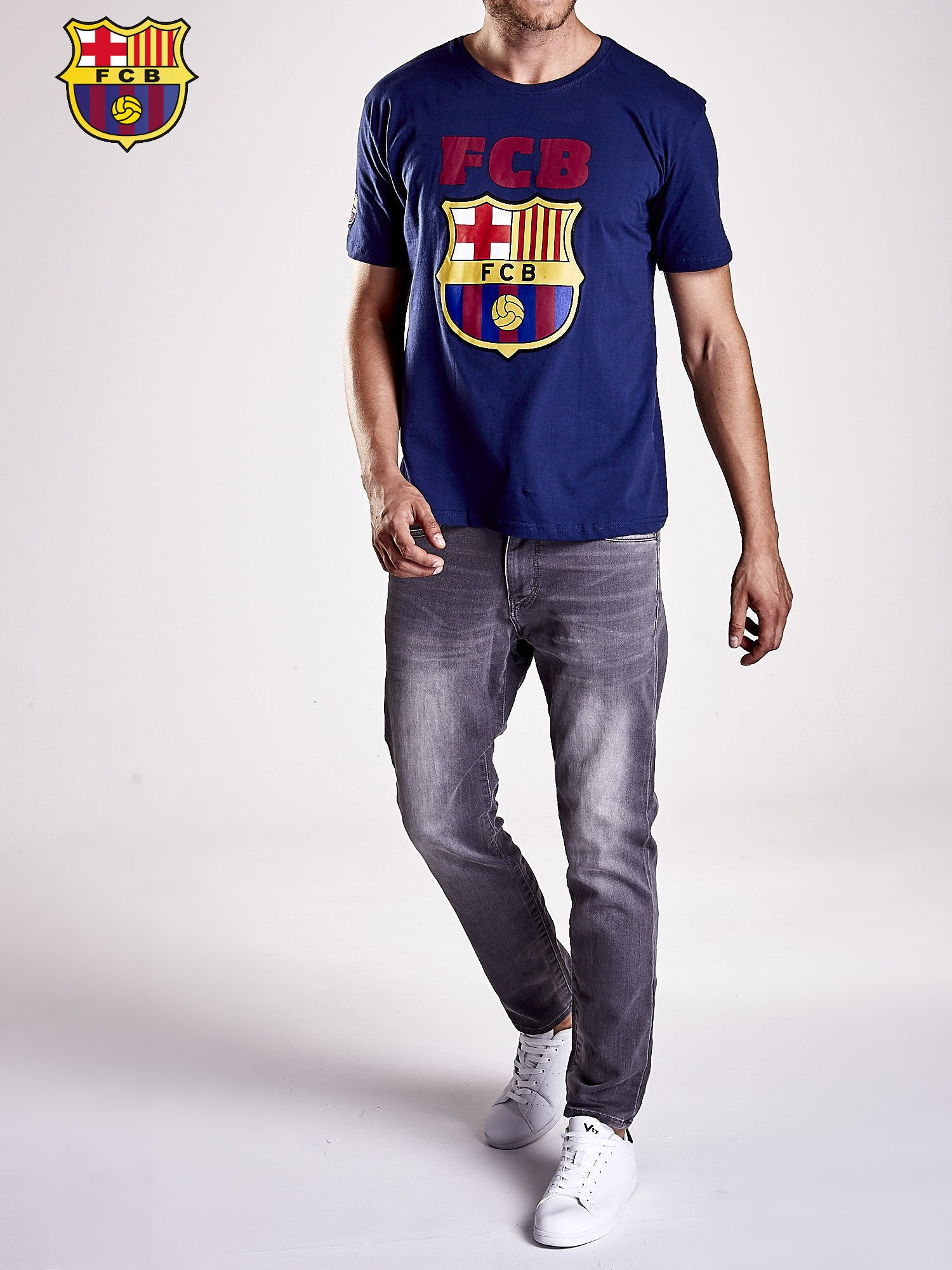Granatowy t-shirt męski z motywem FC BARCELONA                                  zdj.                                  8