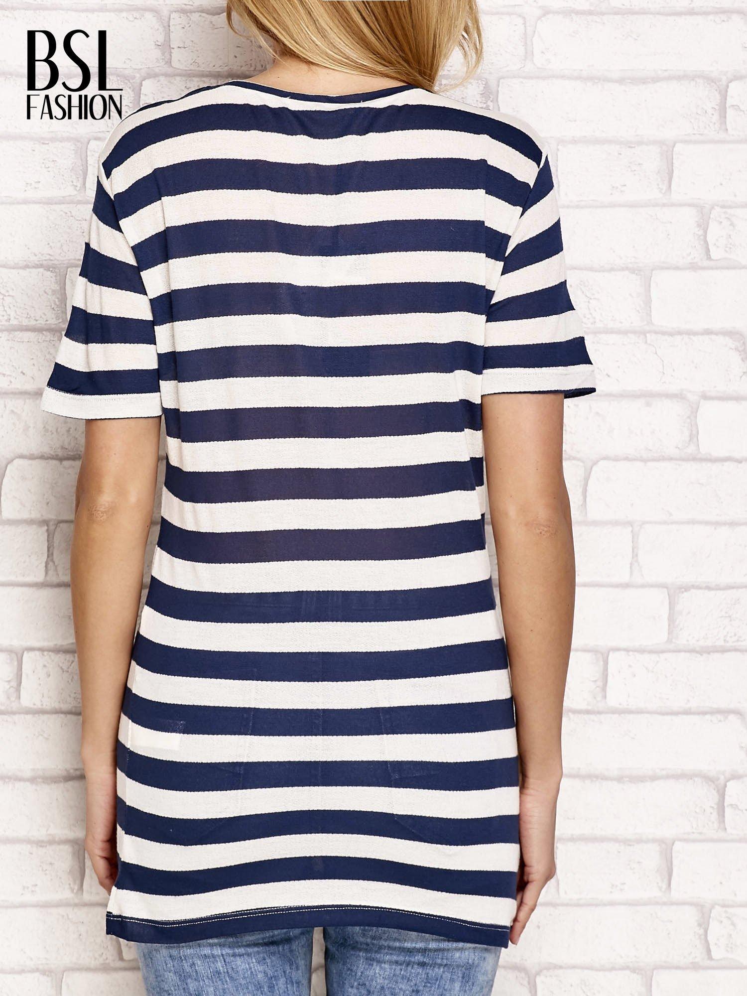 Granatowy t-shirt w paski                                  zdj.                                  2