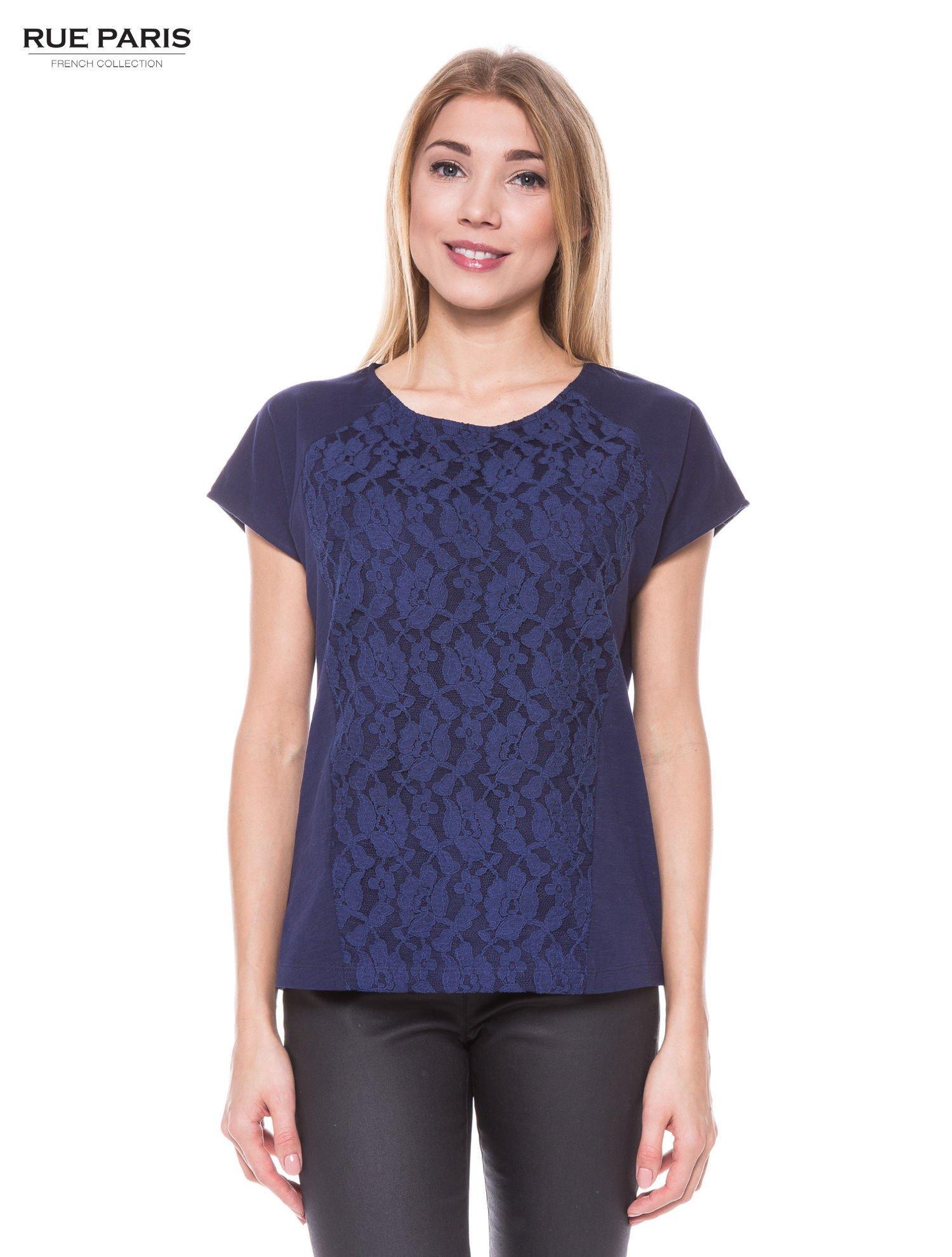 Granatowy t-shirt z koronkowym przodem                                  zdj.                                  1