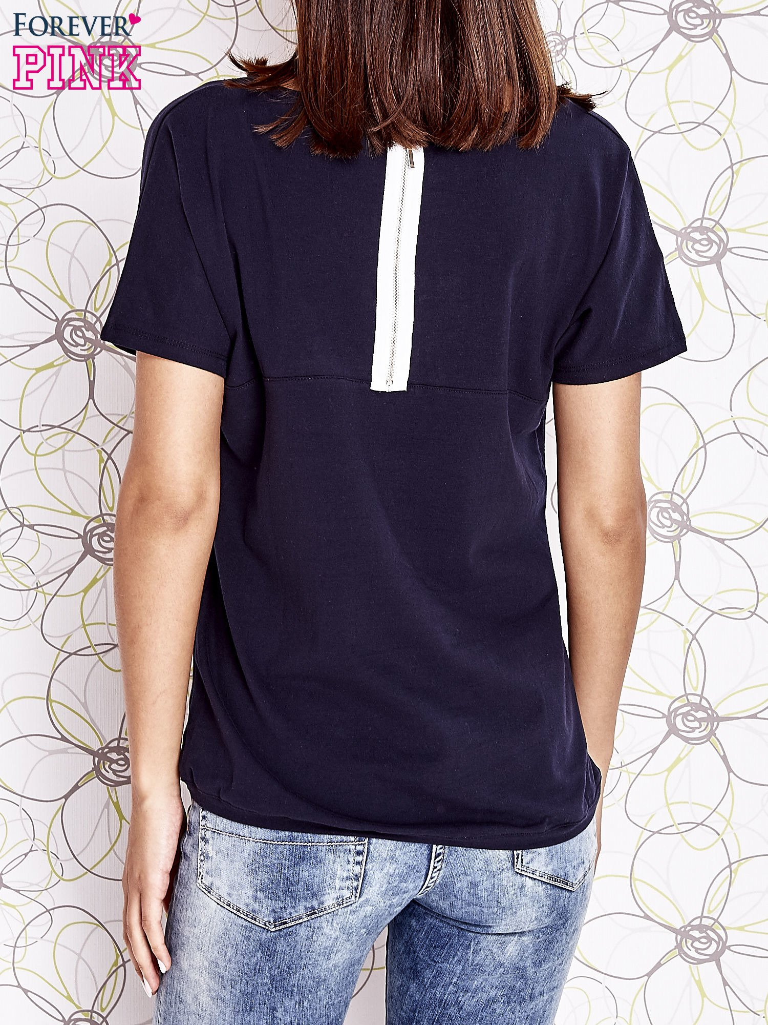 Granatowy t-shirt z napisem J'ADORE LE NOIR                                  zdj.                                  2