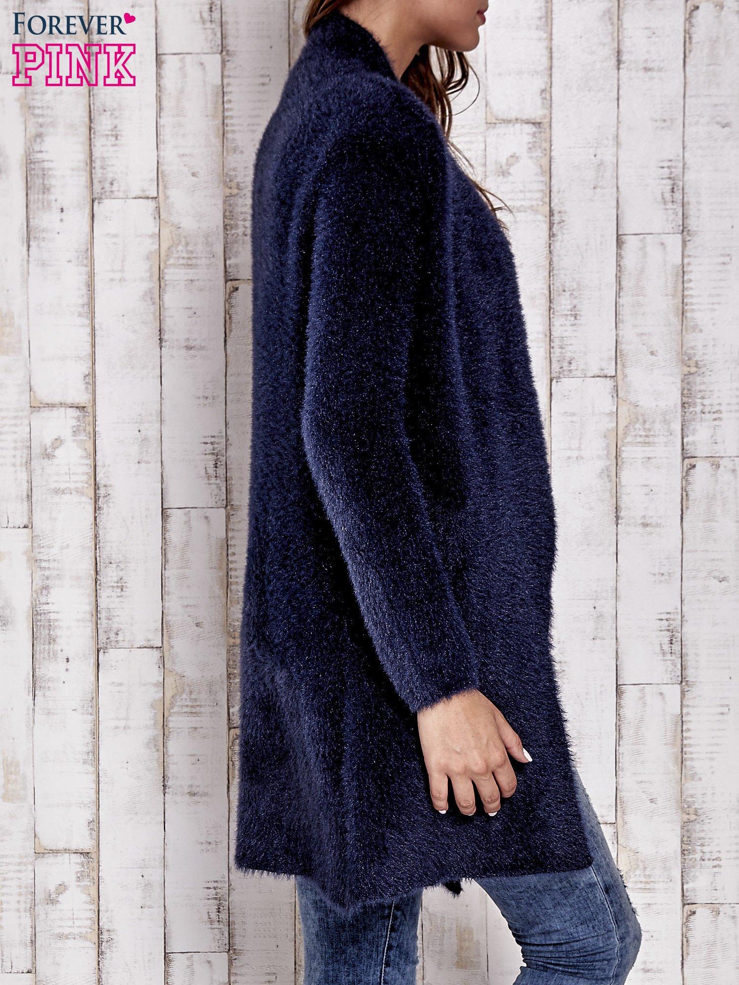 Granatowy włochaty sweter z kaskadowym kołnierzem                                  zdj.                                  6
