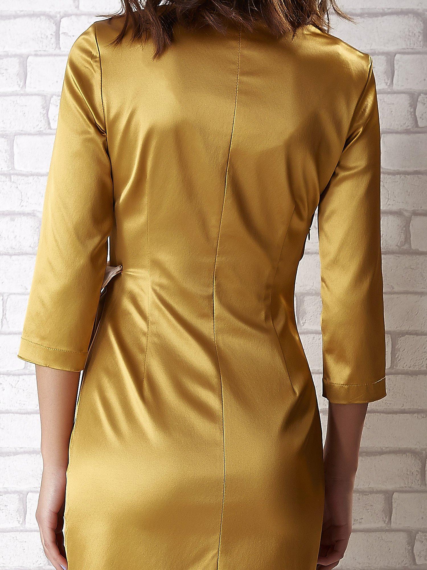 Jasnobrązowa sukienka ze srebrną kokardą                                   zdj.                                  6