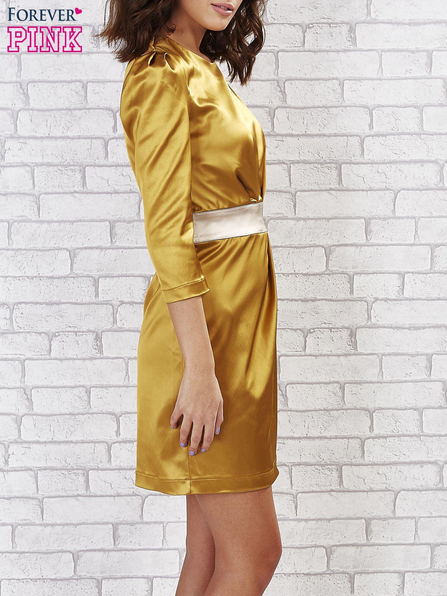 Jasnobrązowa sukienka ze srebrnym paskiem                                  zdj.                                  3