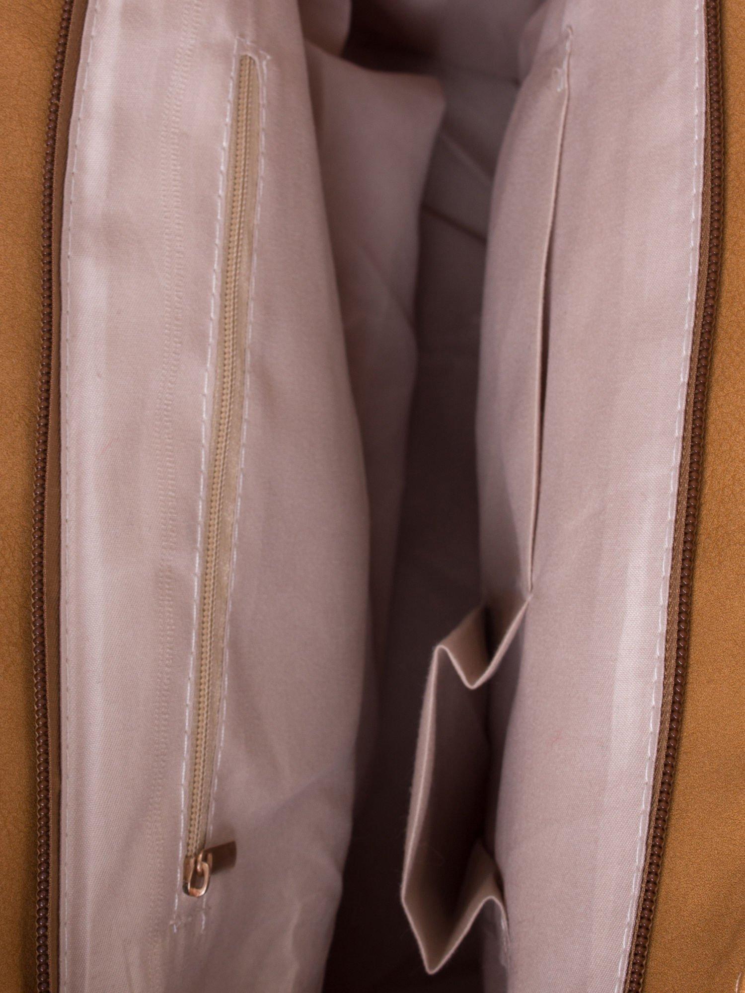 Jasnobrązowa torba ze złotym detalem                                  zdj.                                  5