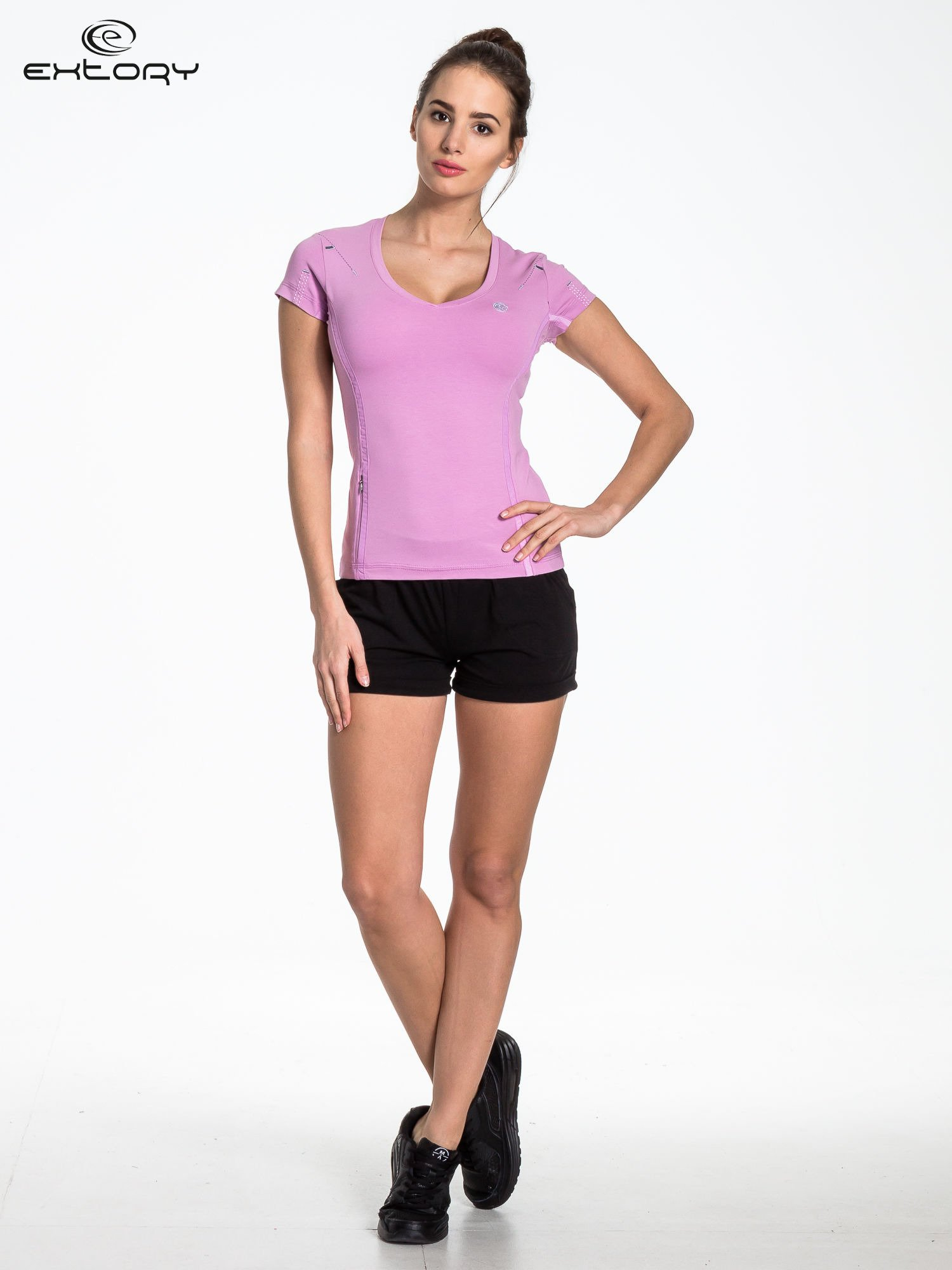 Jasnofioletowy sportowy t-shirt z dekoltem U                                  zdj.                                  4