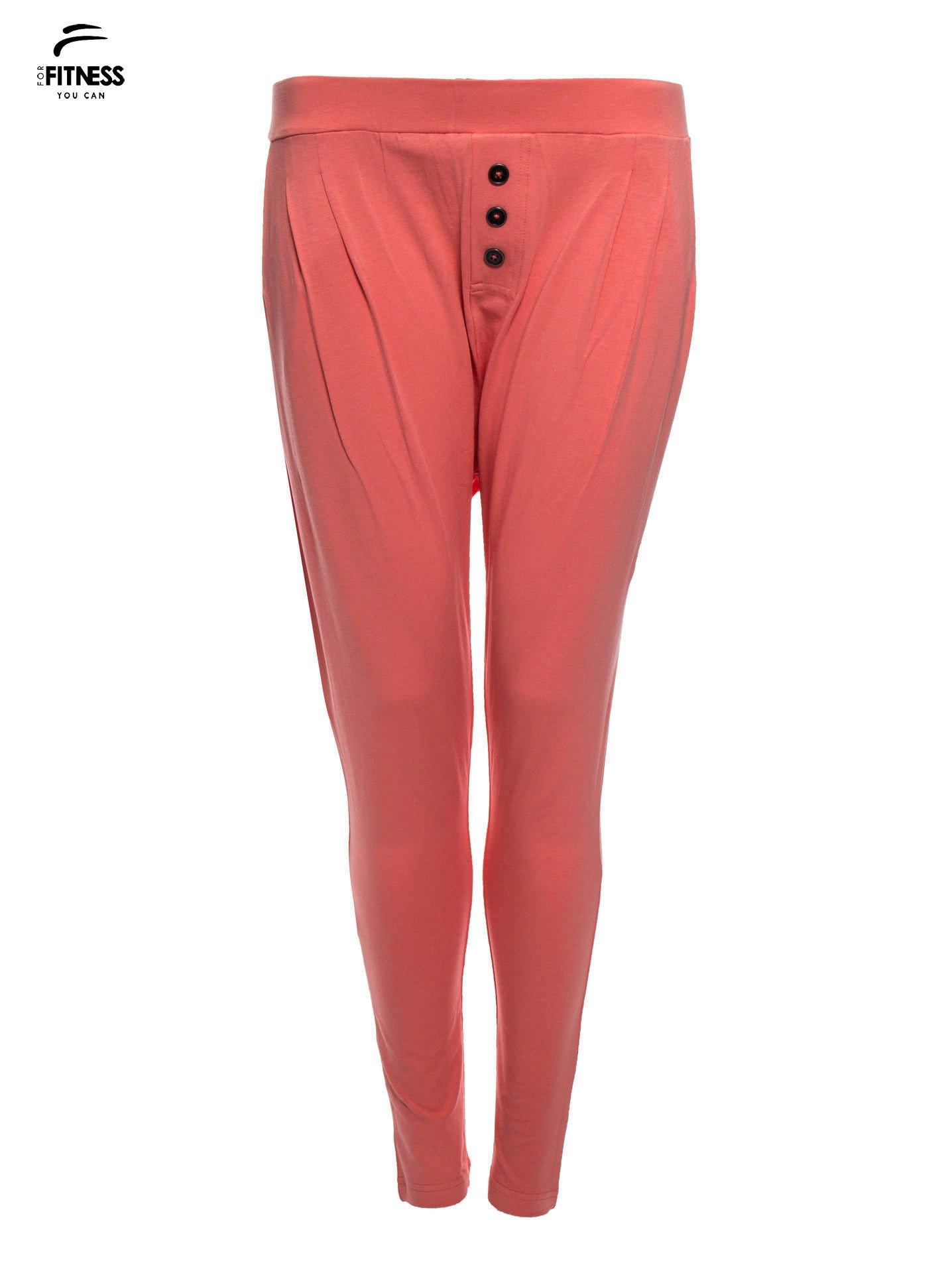 Jasnokoralowe spodnie dresowe typu baggy z guziczkami                                  zdj.                                  4