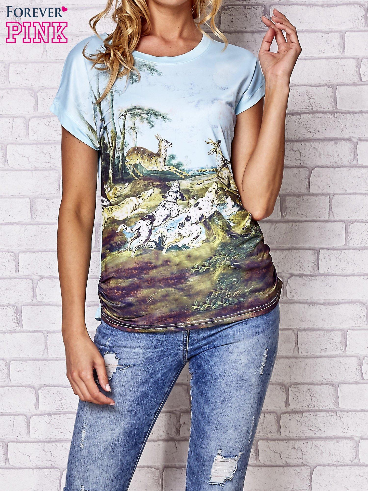 Jasnonibieski t-shirt z nadrukiem krajobrazowym                                  zdj.                                  1