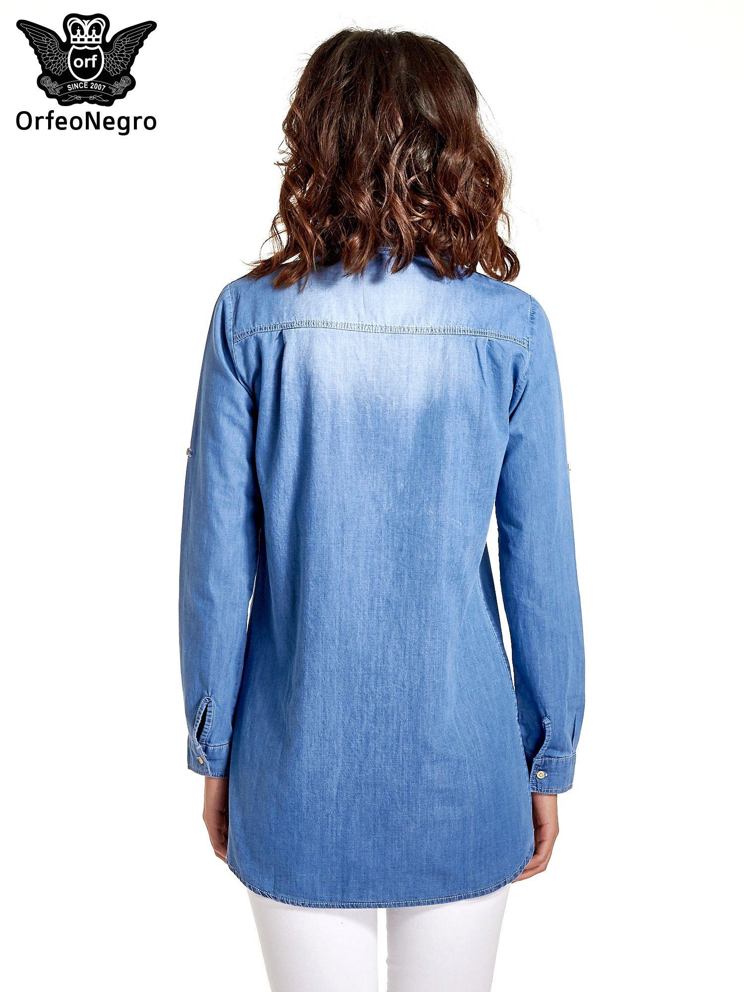 Jasnoniebieska jeansowa długa koszula z kieszeniami                                  zdj.                                  4