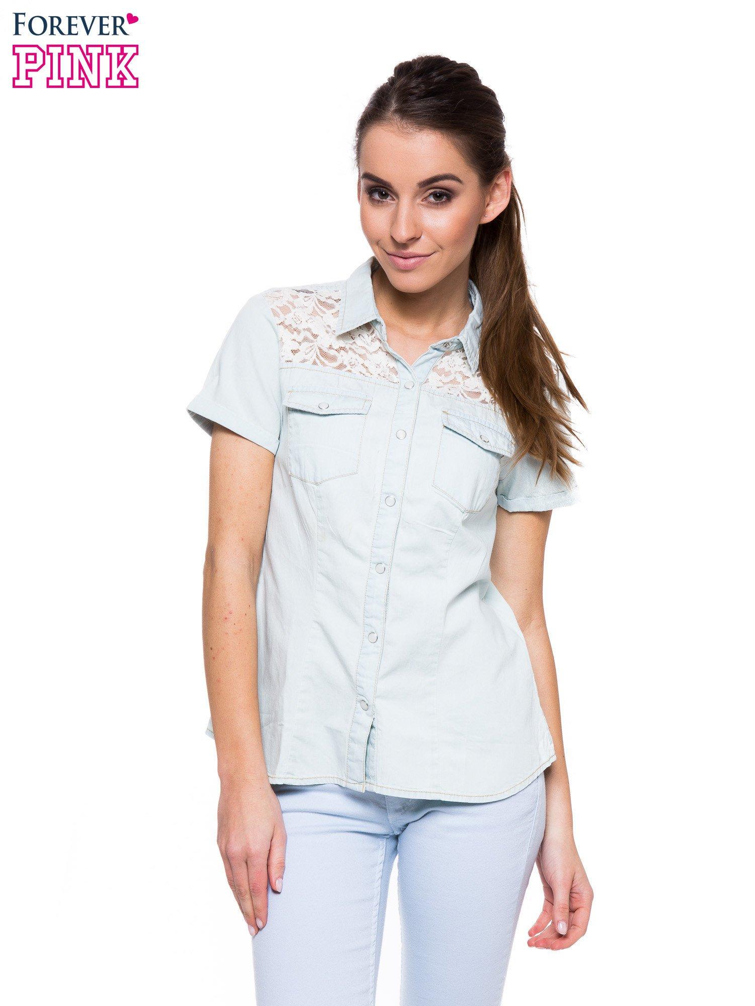 Jasnoniebieska jeansowa koszula na krótki rękaw z koronką                                  zdj.                                  1
