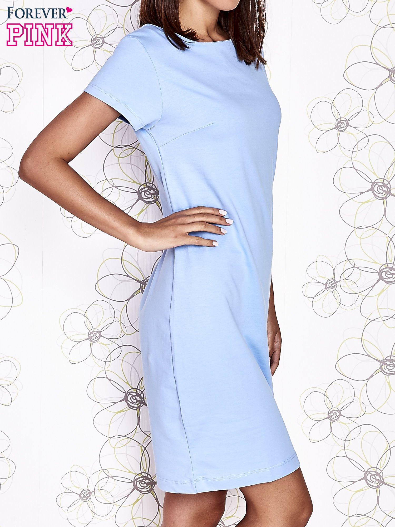 Jasnoniebieska sukienka dresowa o prostym kroju                                  zdj.                                  3