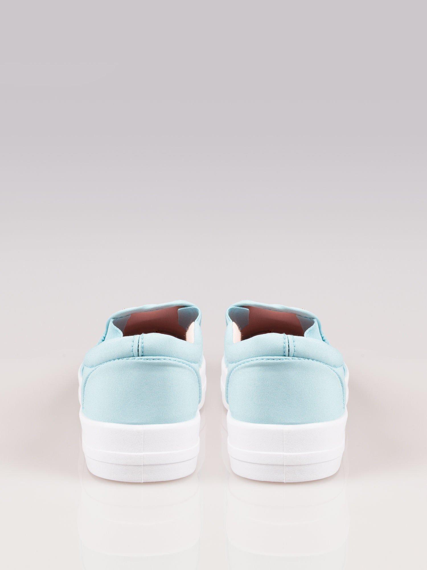 Jasnoniebieskie buty slip on na grubej podeszwie                                  zdj.                                  4