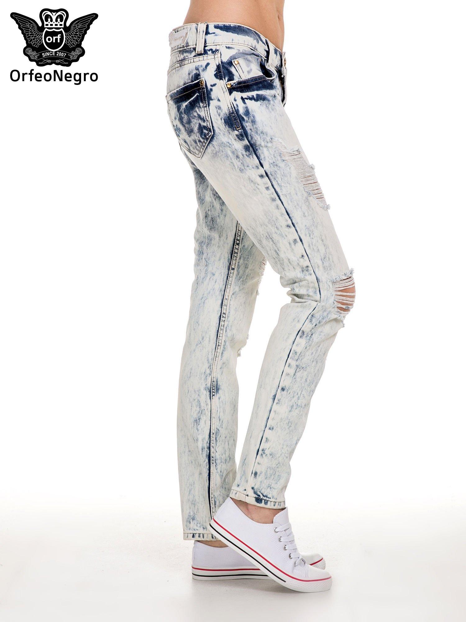 Jasnoniebieskie rozjaśniane spodnie jeansowe z przetarciami                                  zdj.                                  3