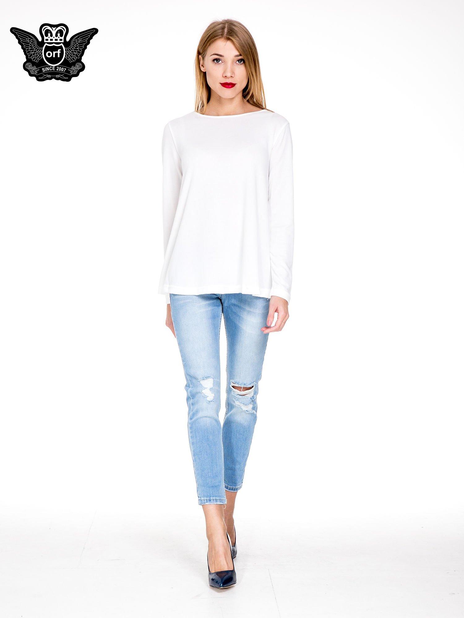 Jasnoniebieskie spodnie jeansowe o prostej nogawce z rozdarciami                                  zdj.                                  2