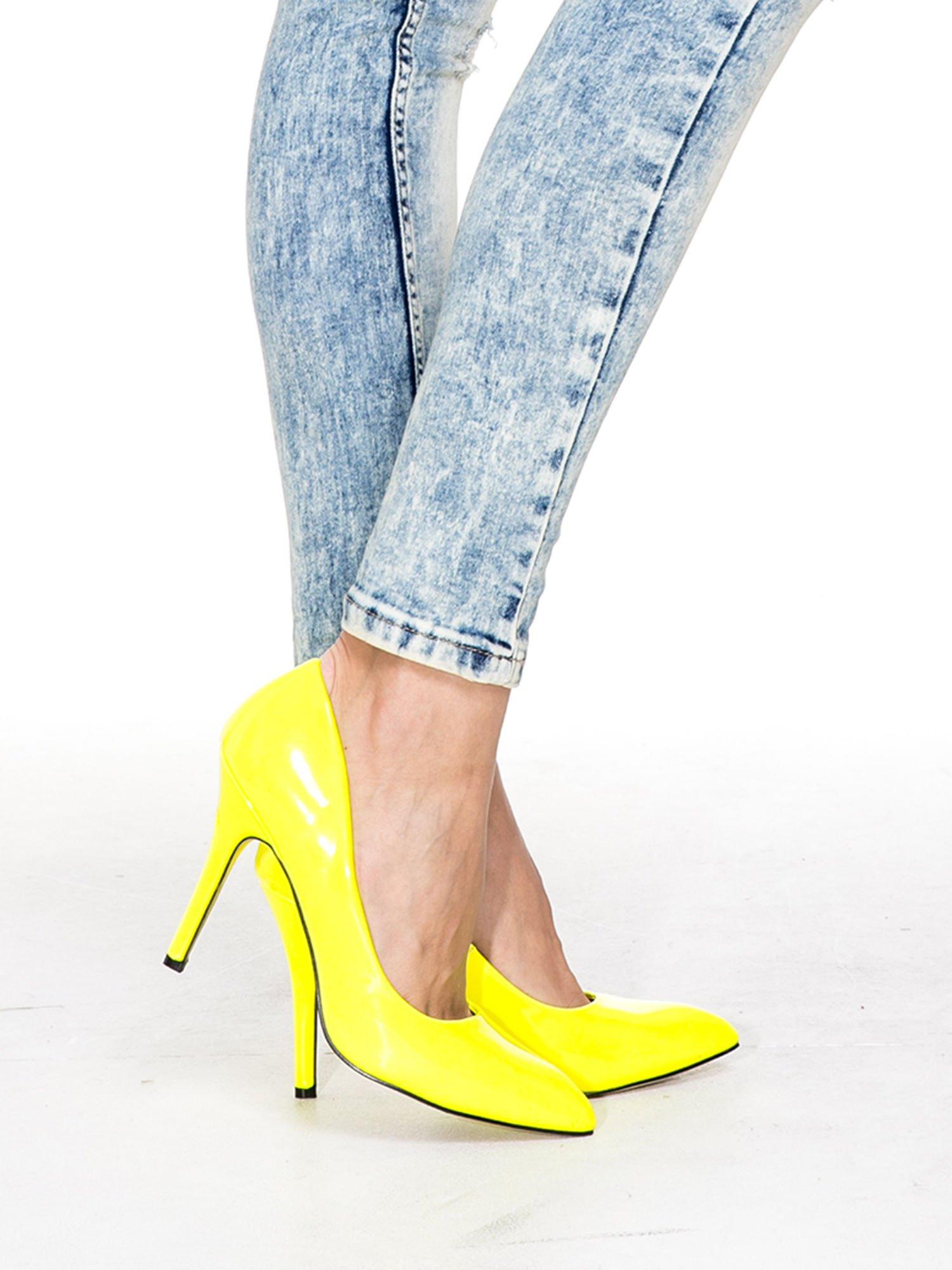 Jasnoniebieskie spodnie skinny jeans z dziurami i modelującym rozjaśnieniem                                  zdj.                                  8