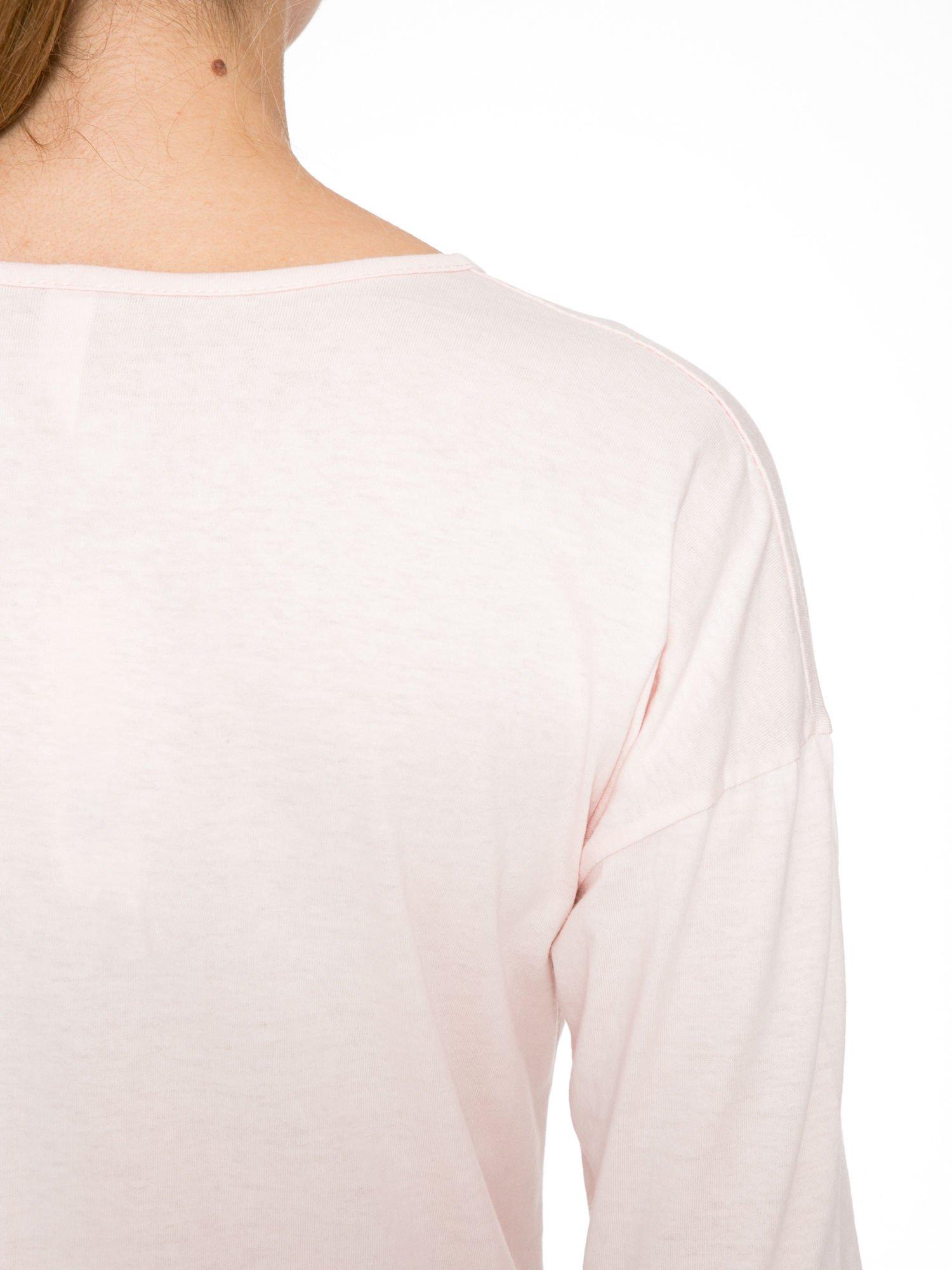 Jasnoróżowa bluzka z brokatowym napisem FASHION FLOWERS                                  zdj.                                  9