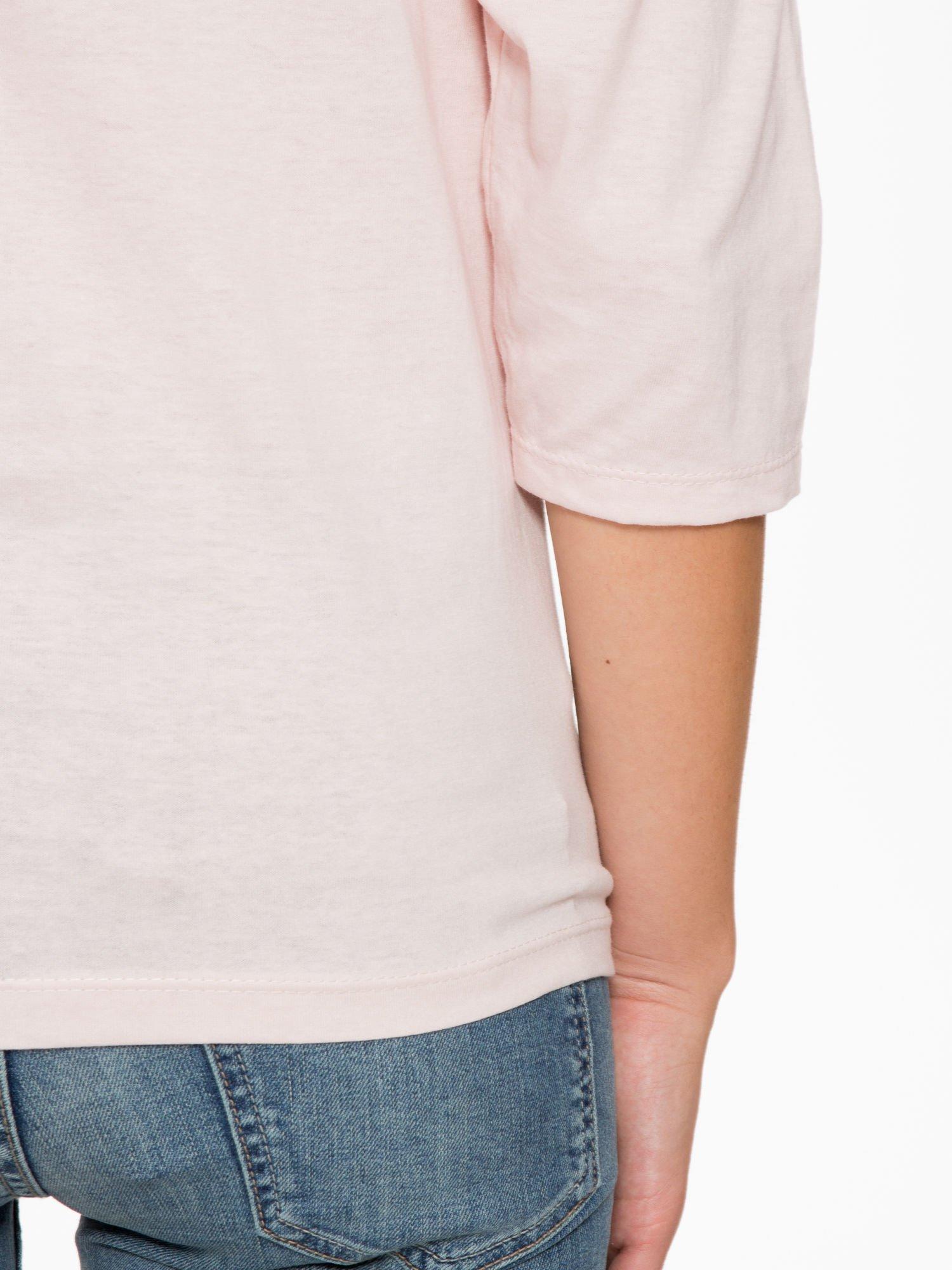 Jasnoróżowa bluzka z napisem FOLLOW YOUR DREAMS                                  zdj.                                  10