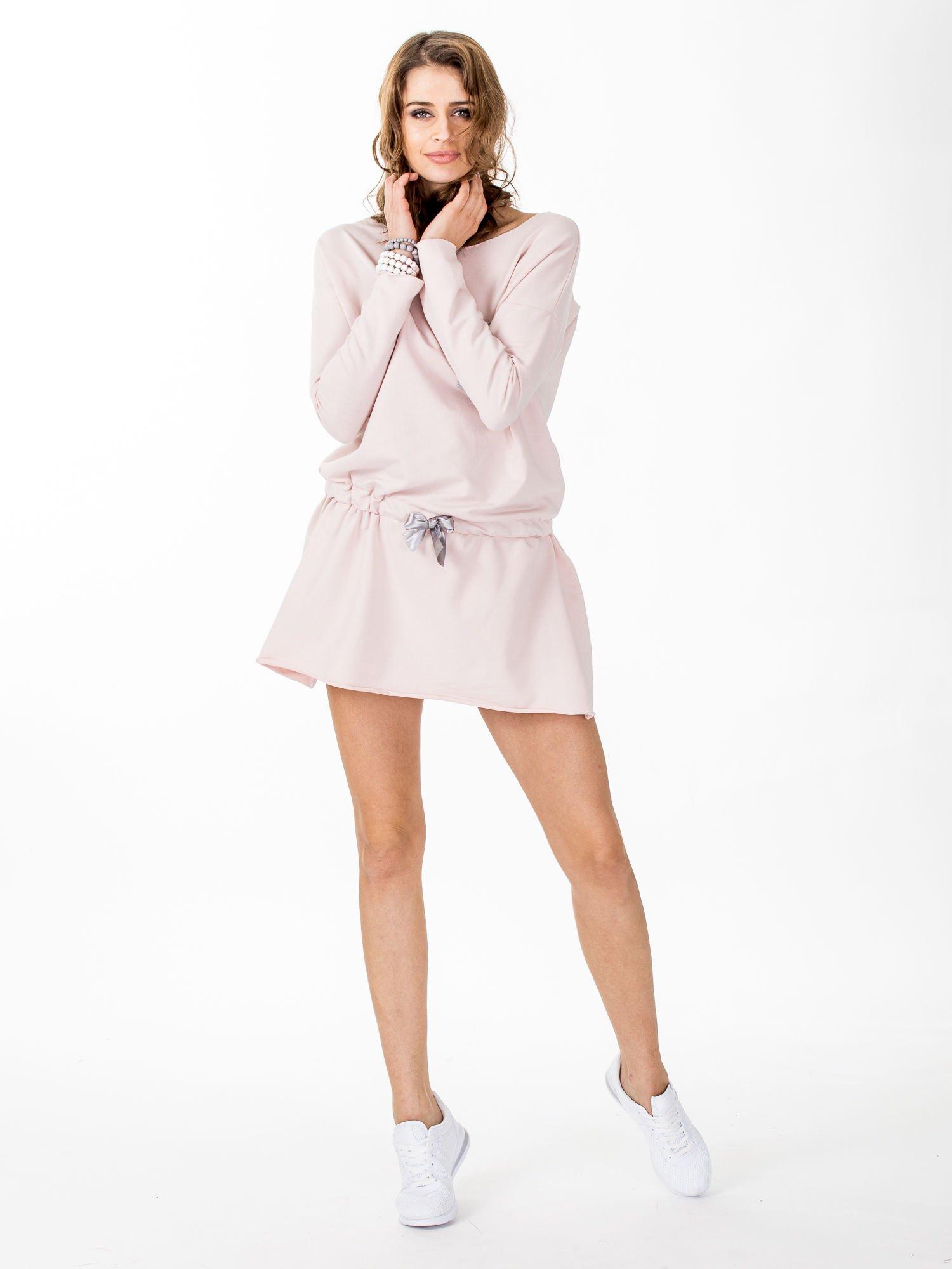 4f187f5c2f Jasnoróżowa dresowa sukienka z kieszonką - Sukienka rozkloszowana ...