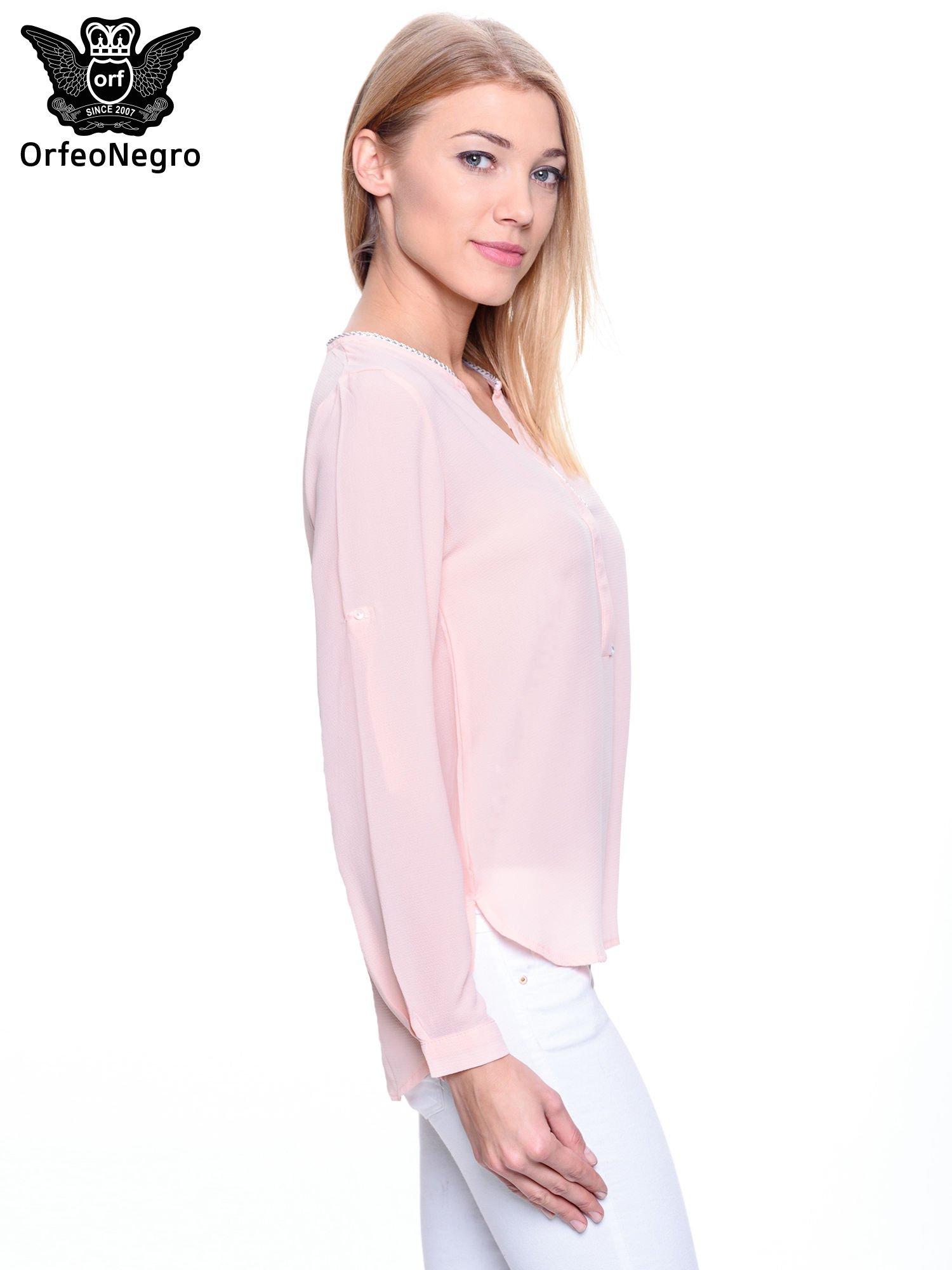 Jasnoróżowa koszula z ażurową lamówką                                  zdj.                                  3