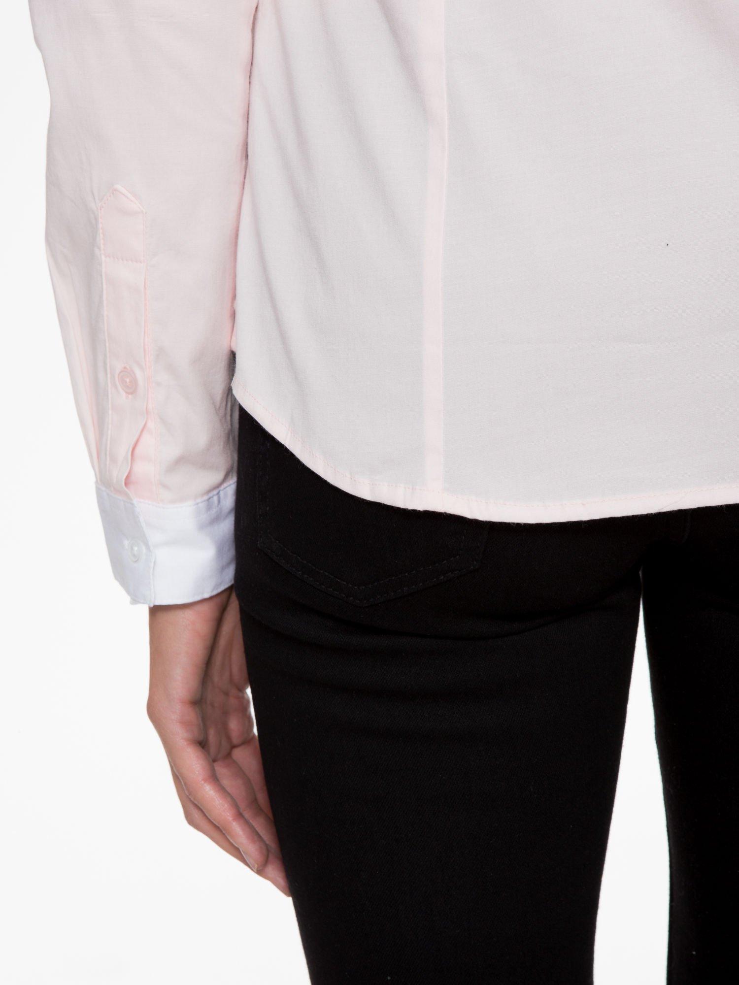 Jasnoróżowa koszula z białym kołnierzykiem i mankietami                                  zdj.                                  8