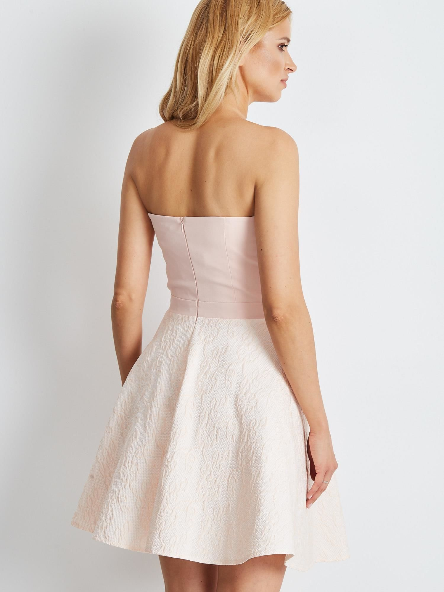 d40e42d8891f5d Jasnoróżowa rozkloszowana sukienka bez ramiączek - Sukienka ...