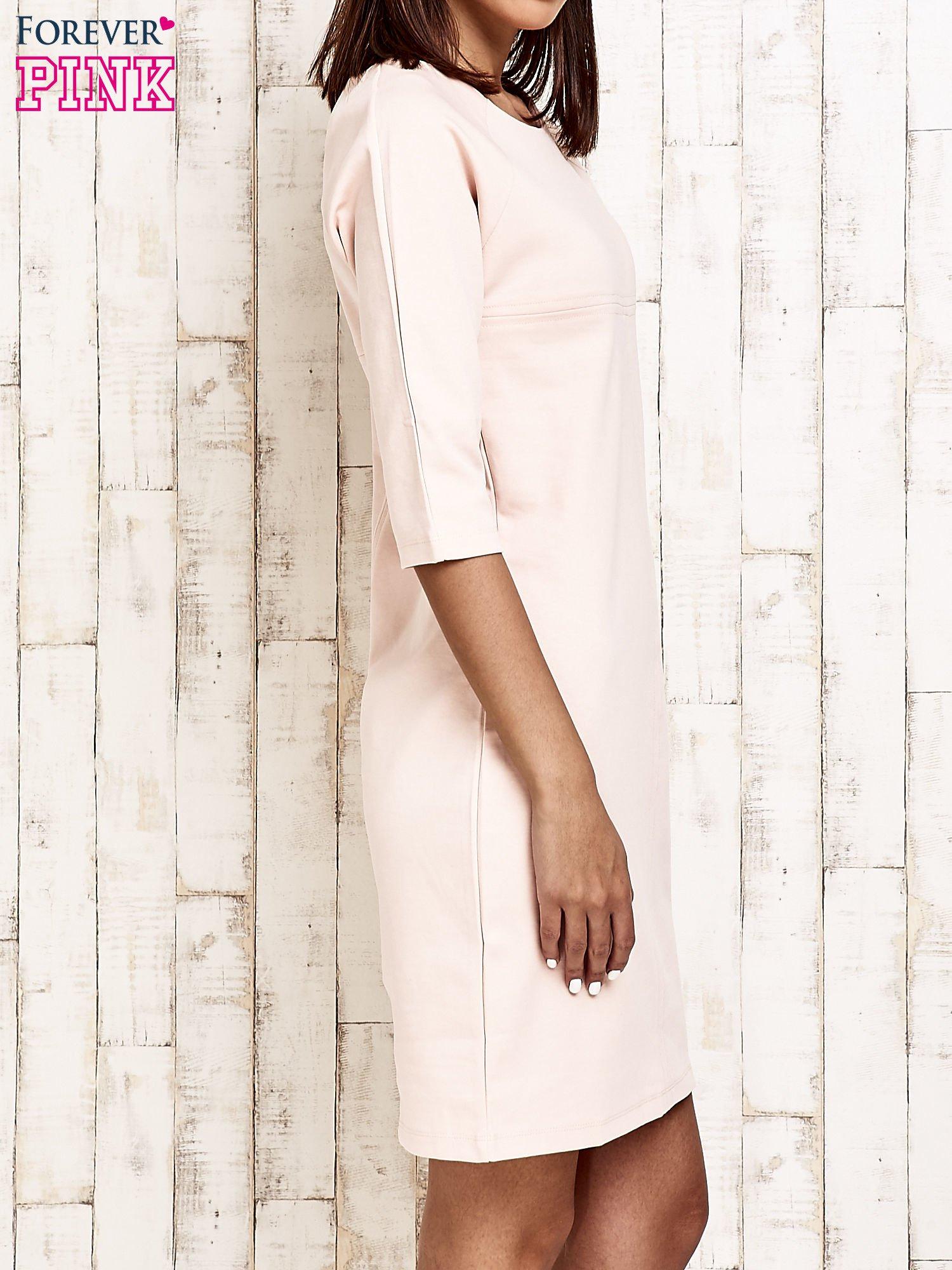 Jasnoróżowa sukienka dresowa z suwakiem z tyłu                                  zdj.                                  3