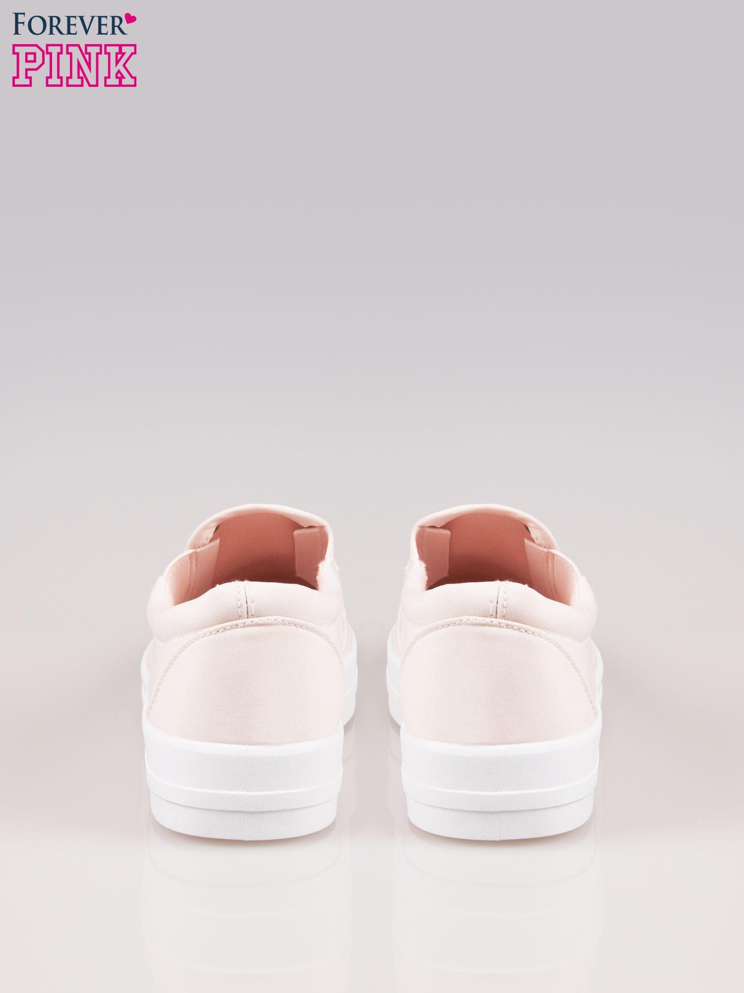 Jasnoróżowe buty slip on na grubej podeszwie                                  zdj.                                  3