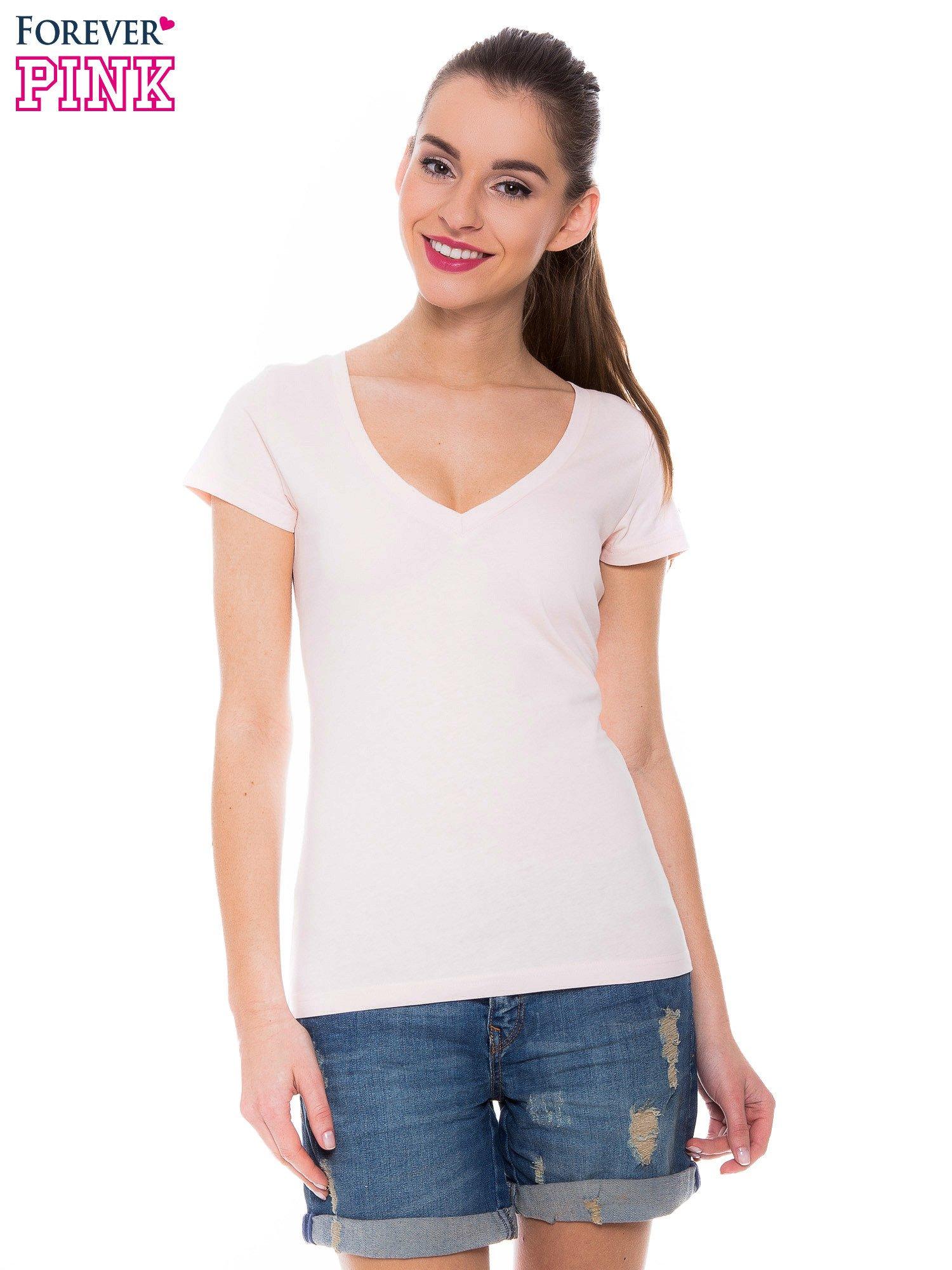 Jasnoróżowy basicowy t-shirt z dekoltem w serek                                  zdj.                                  1