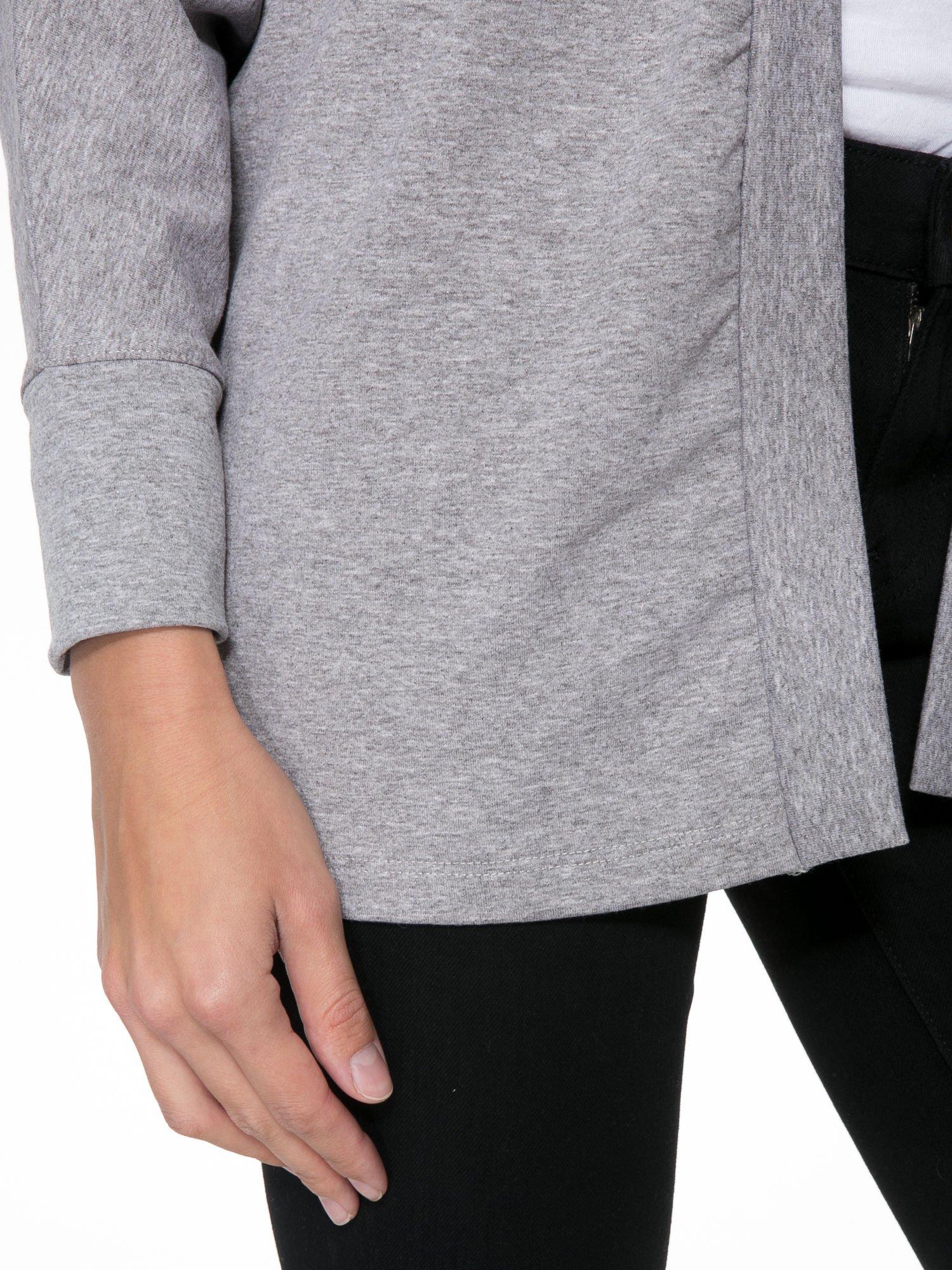 Jasnoszara dresowa otwarta bluza z nietoperzowymi rękawami                                  zdj.                                  5
