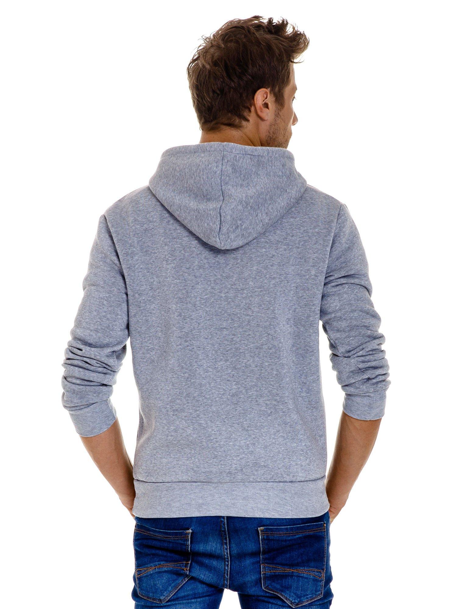 Jasnoszara gładka bluza męska z kieszeniami i kapturem                                  zdj.                                  5