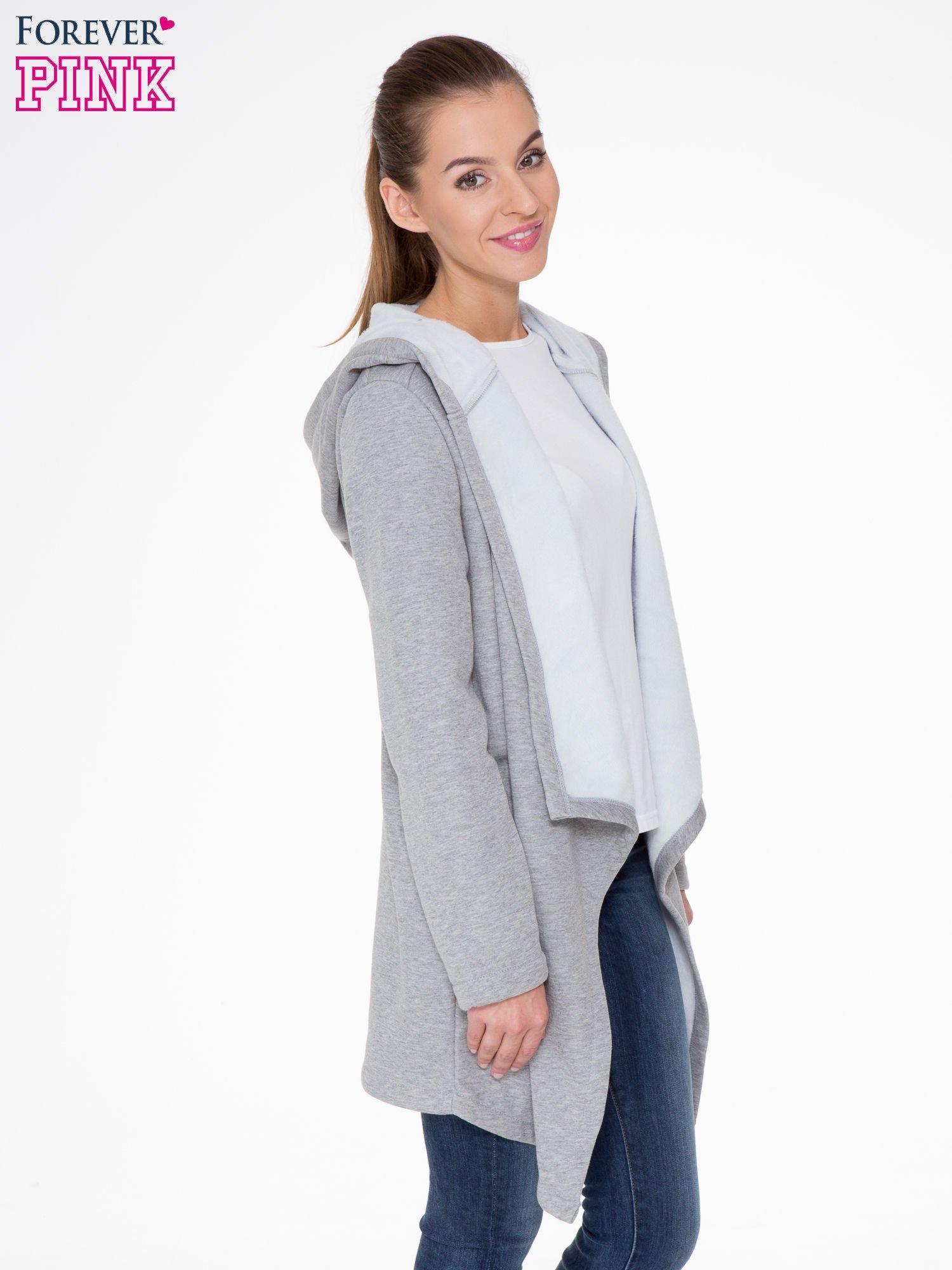 Jasnoszary płaszcz dresowy z asymetrycznymi bokami                                  zdj.                                  3