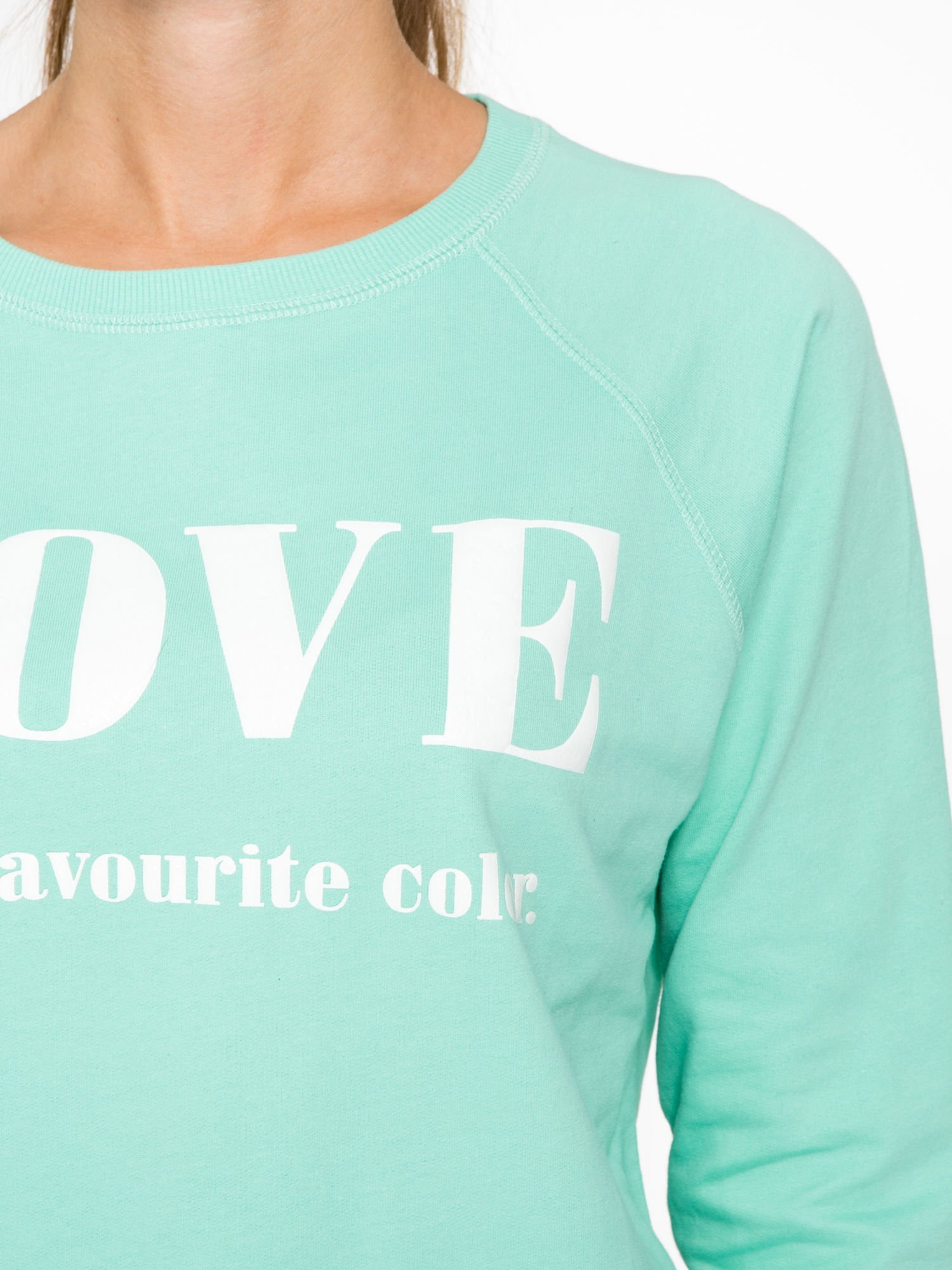 Jasnoturkusowa bluza z nadrukiem LOVE IS MY FAVOURITE COLOUR                                  zdj.                                  6