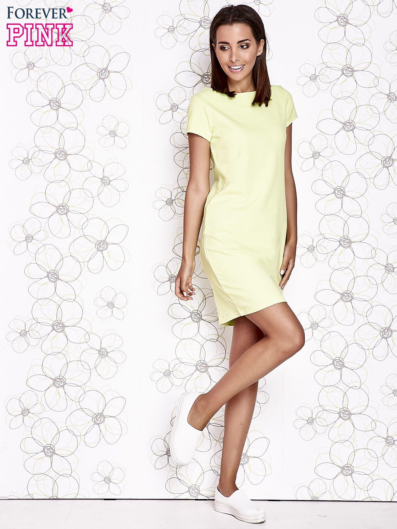 Jasnozielona sukienka dresowa o prostym kroju                                  zdj.                                  2