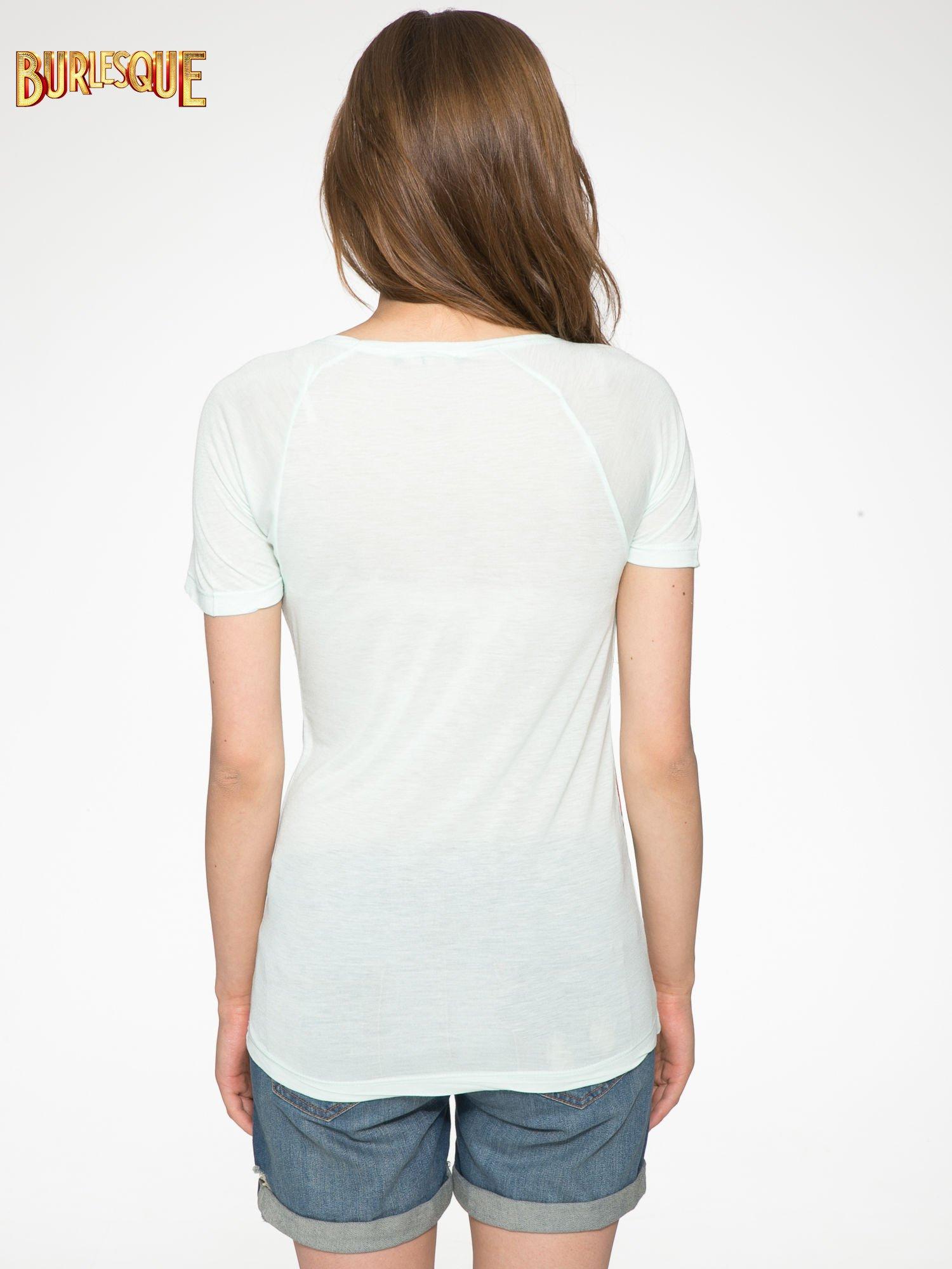 Jasnozielony t-shirt z kwiatowym nadrukiem i napisem UNREAL                                  zdj.                                  4