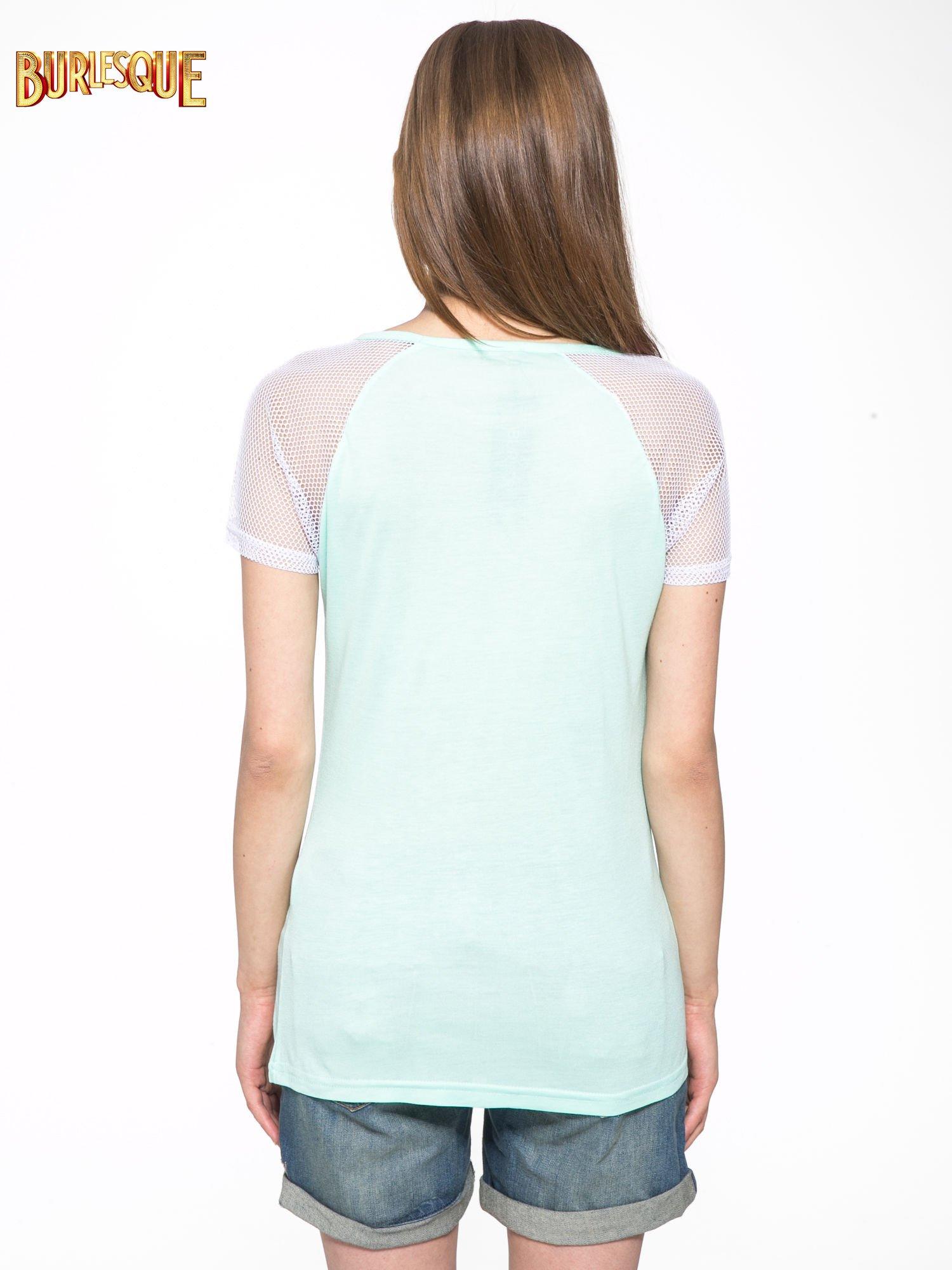 Jasnozielony t-shirt z ustami z cekinów i rękawami z siateczki                                  zdj.                                  4