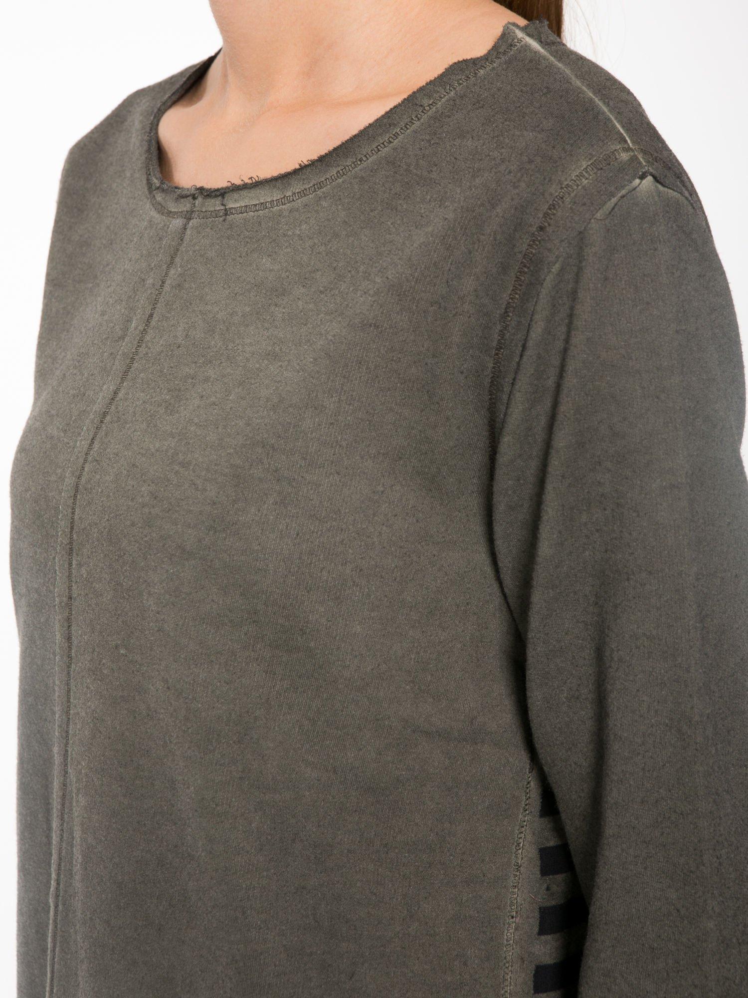 Khaki bluza z surowym wykończeniem i widocznymi szwami                                  zdj.                                  8