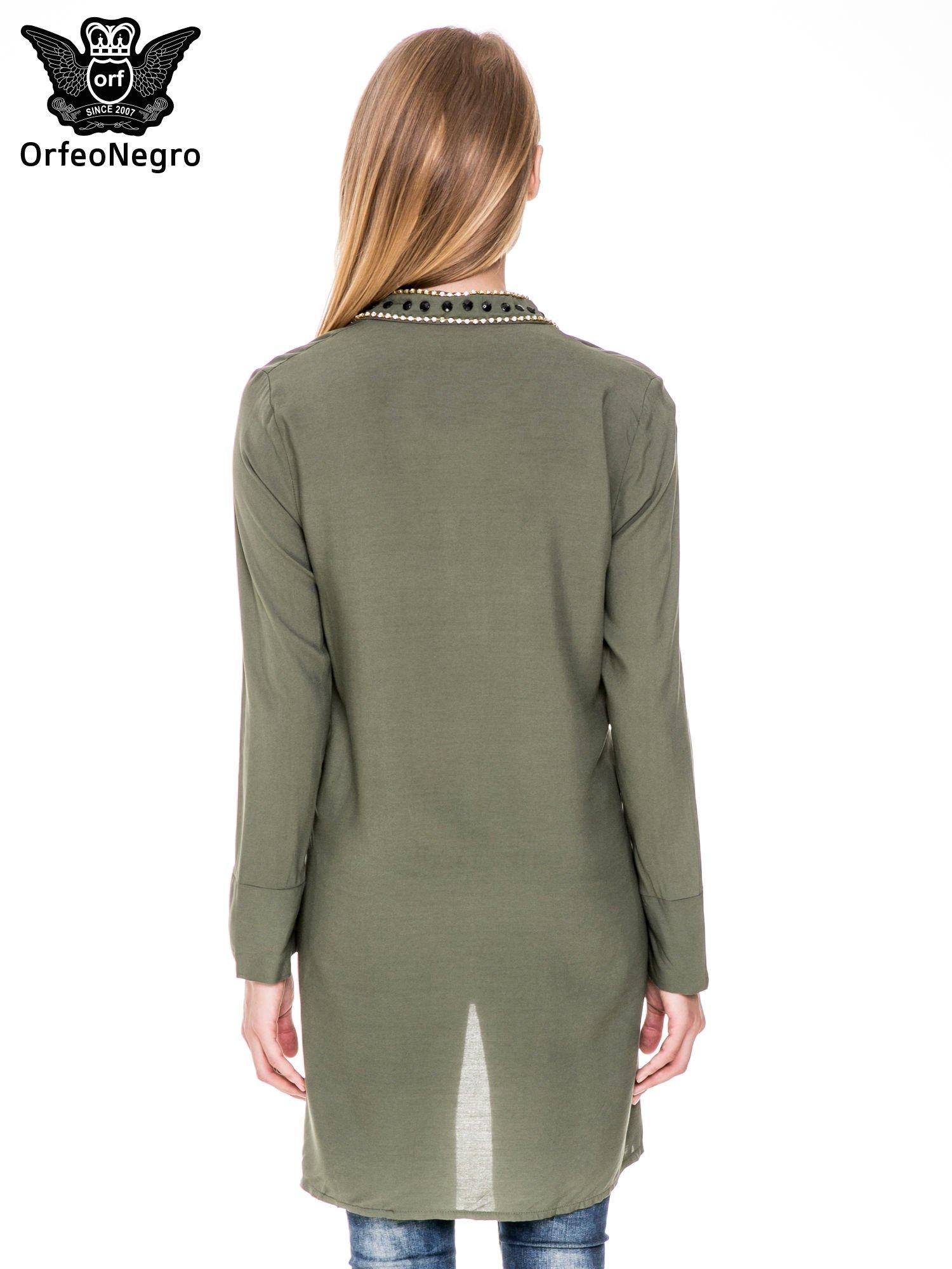 Khaki długa koszula z biżuteryjnym kołnierzykiem                                  zdj.                                  4
