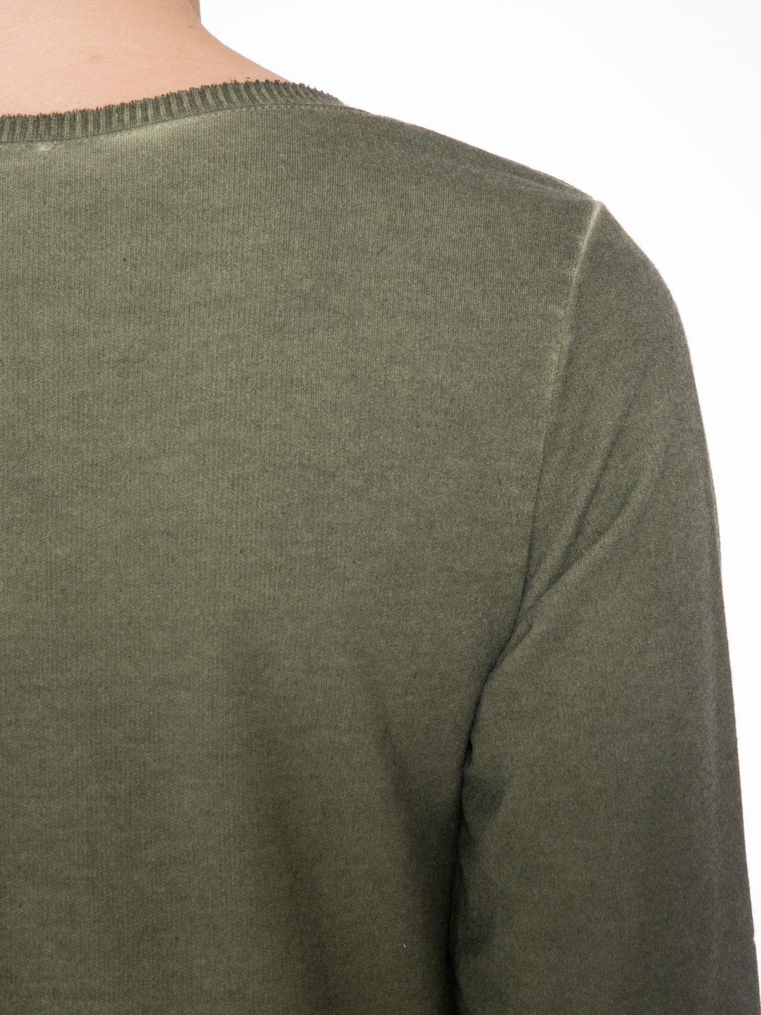 Khaki dresowa sukienkotunika z zaokrąglonym dołem                                  zdj.                                  7