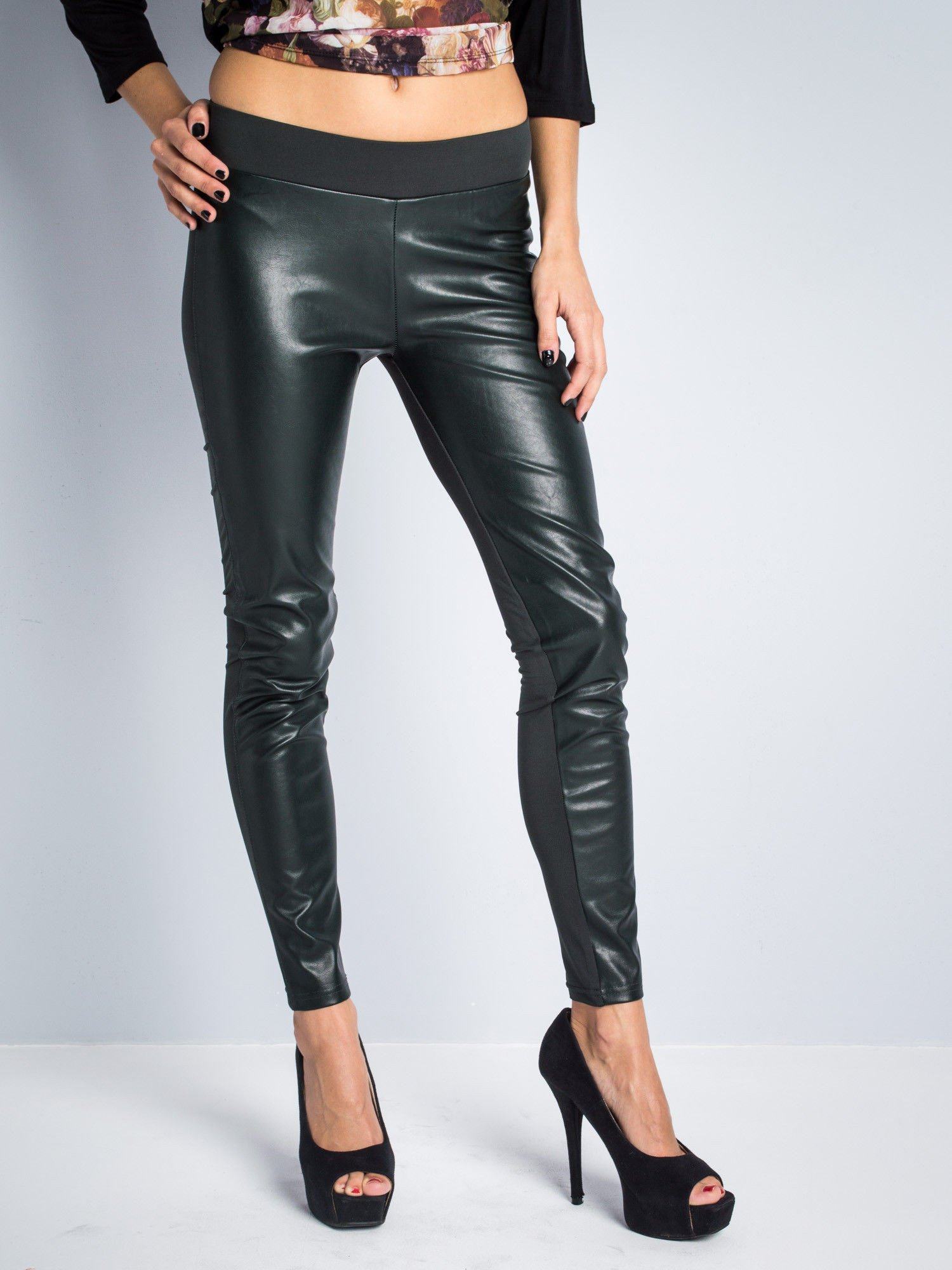 Khaki dwustronne legginsy skórzane                                  zdj.                                  1