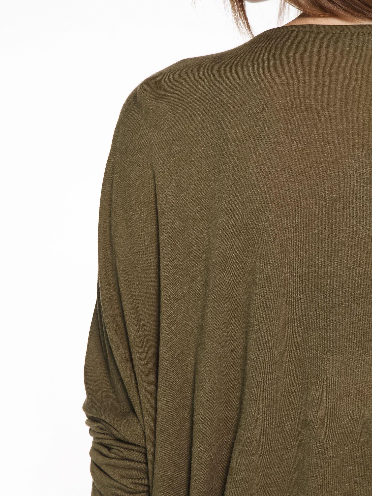 Khaki kopertowa bluzka z drapowaniem                                  zdj.                                  10
