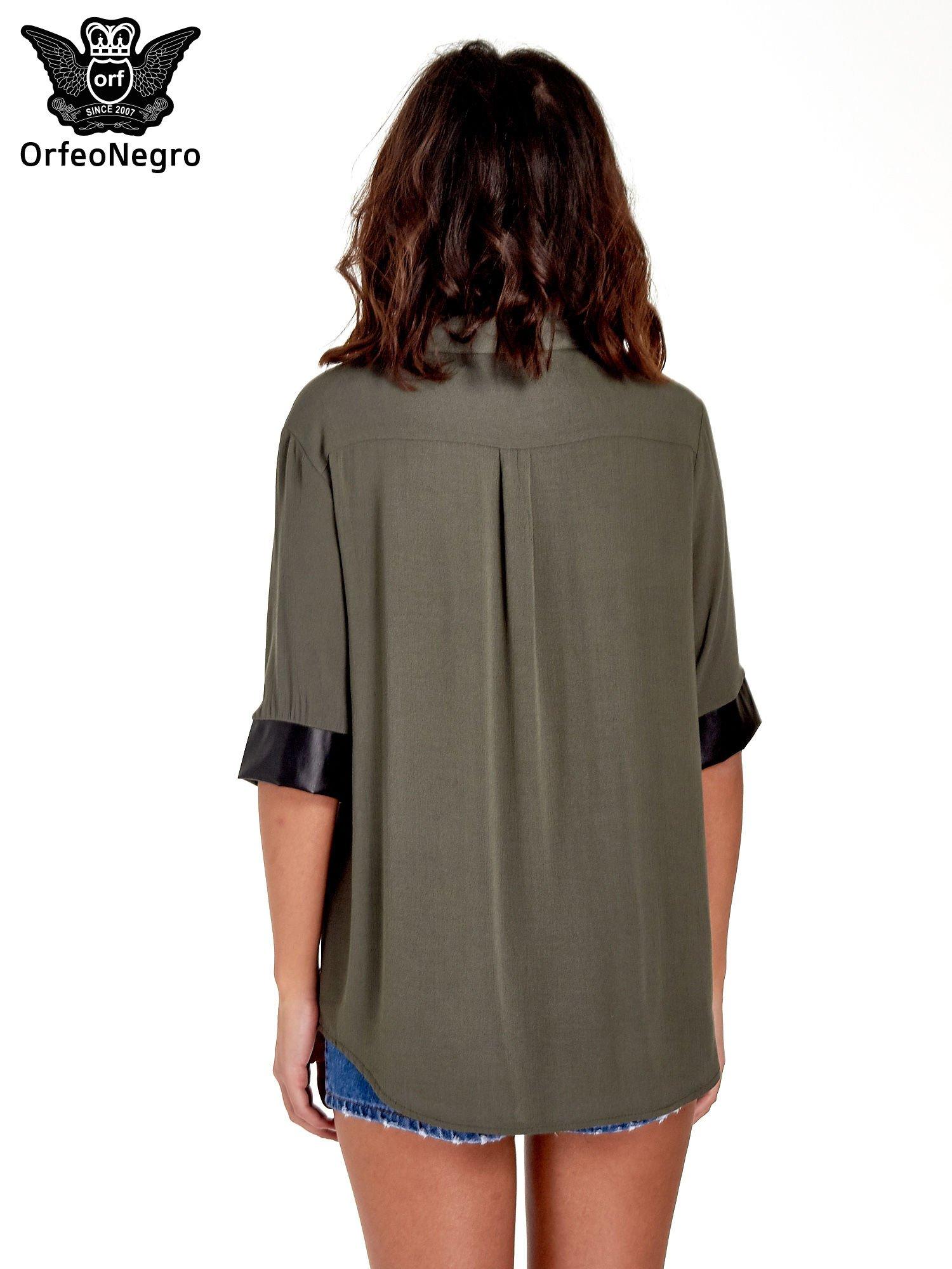 Khaki koszula ze skórzanymi mankietami                                  zdj.                                  4