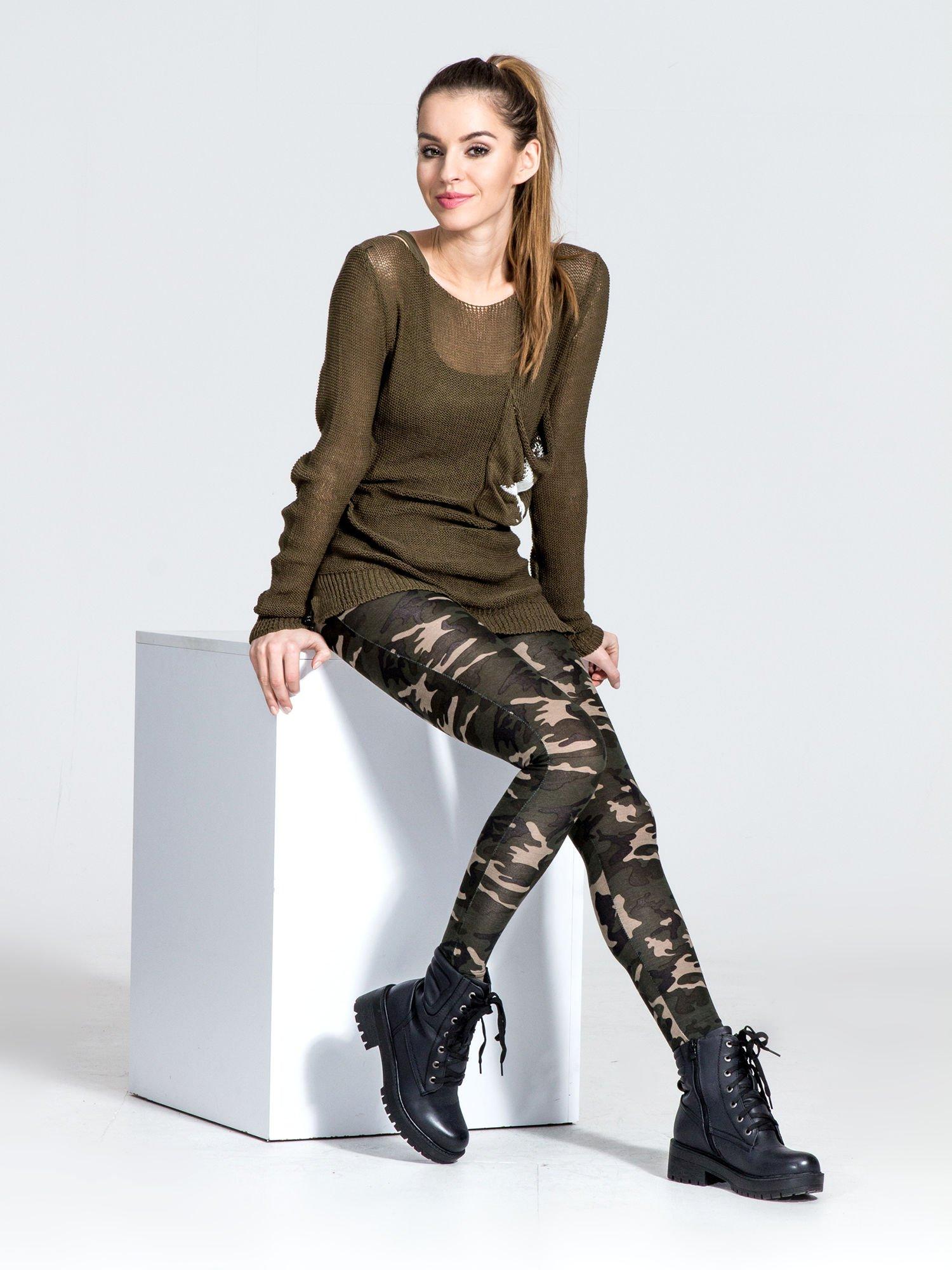 Khaki legginsy we wzór moro                                  zdj.                                  7