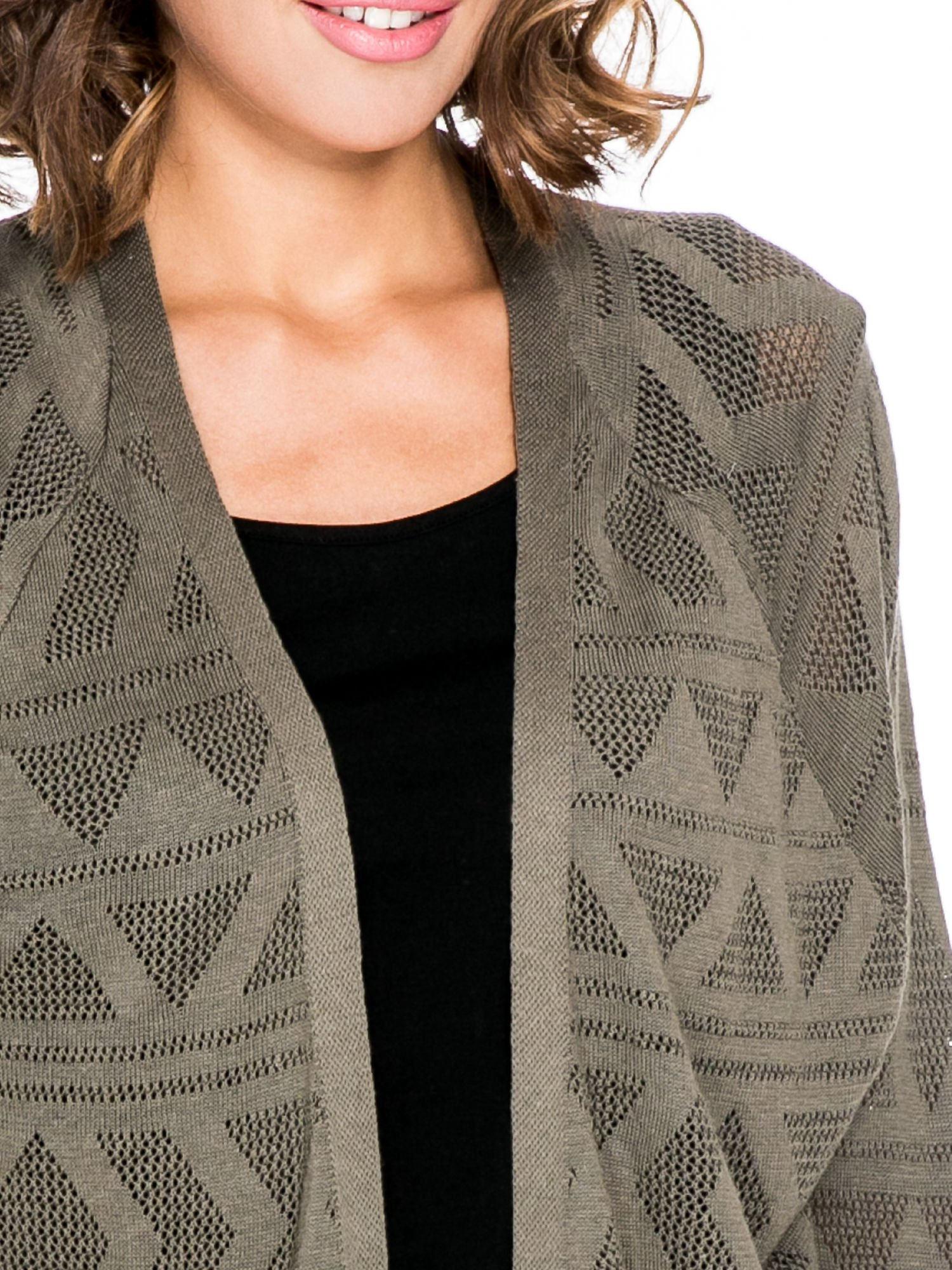 Khaki sweter narzutka o geometrycznym splocie                                  zdj.                                  5