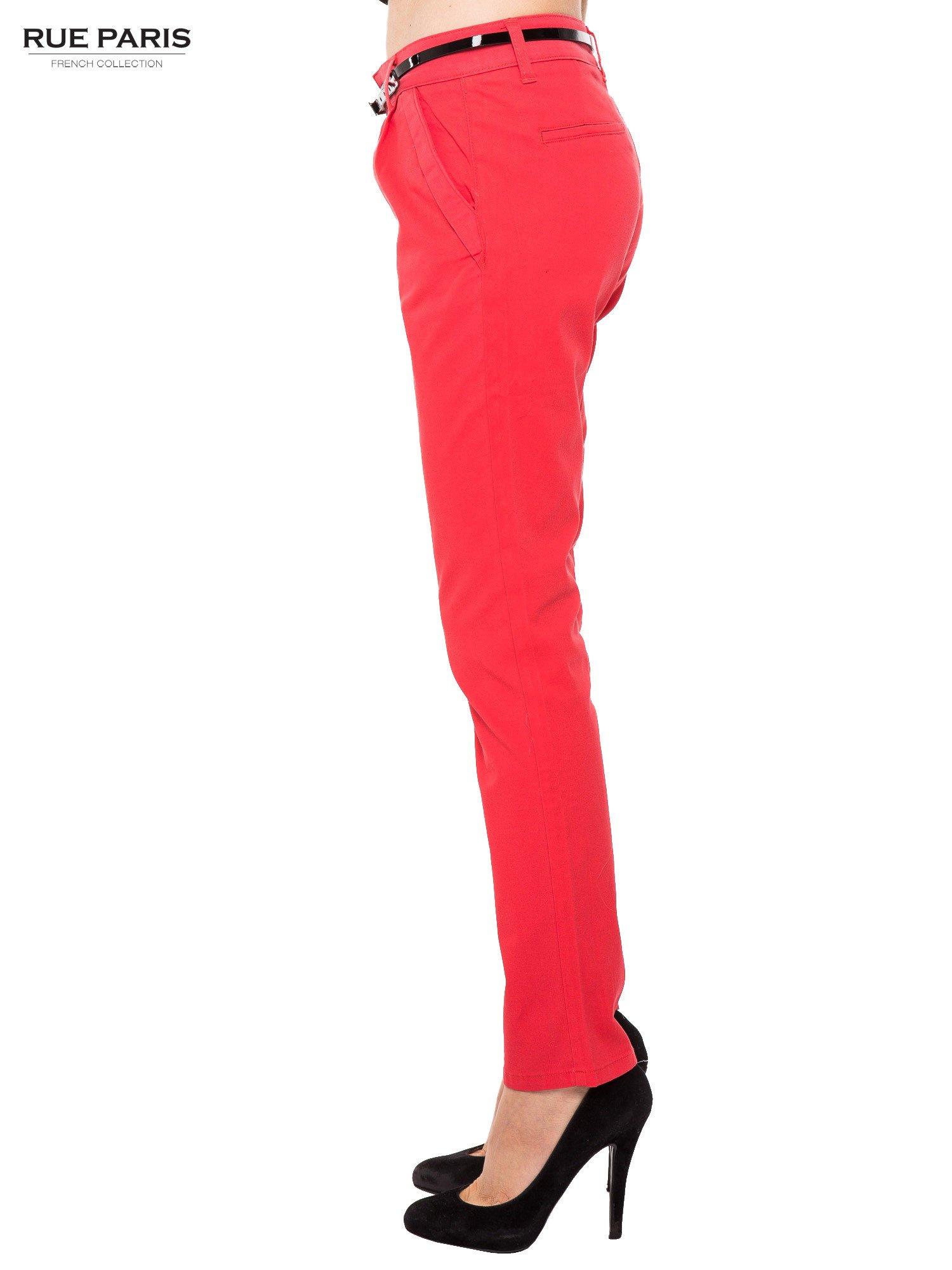 Koralowe proste spodnie z paskiem                                  zdj.                                  3