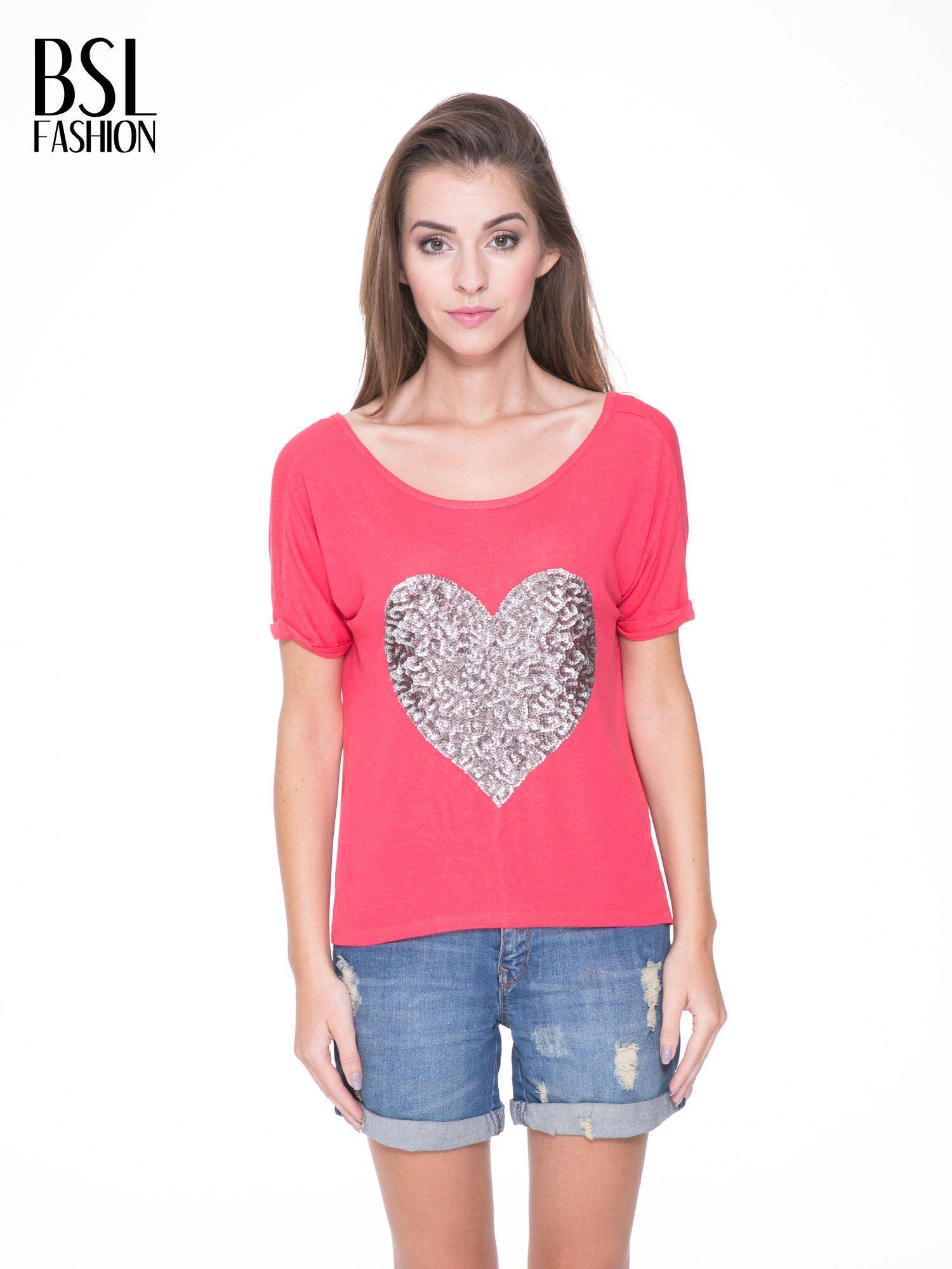 Koralowy t-shirt ze srebrnym sercem z cekinów                                  zdj.                                  1