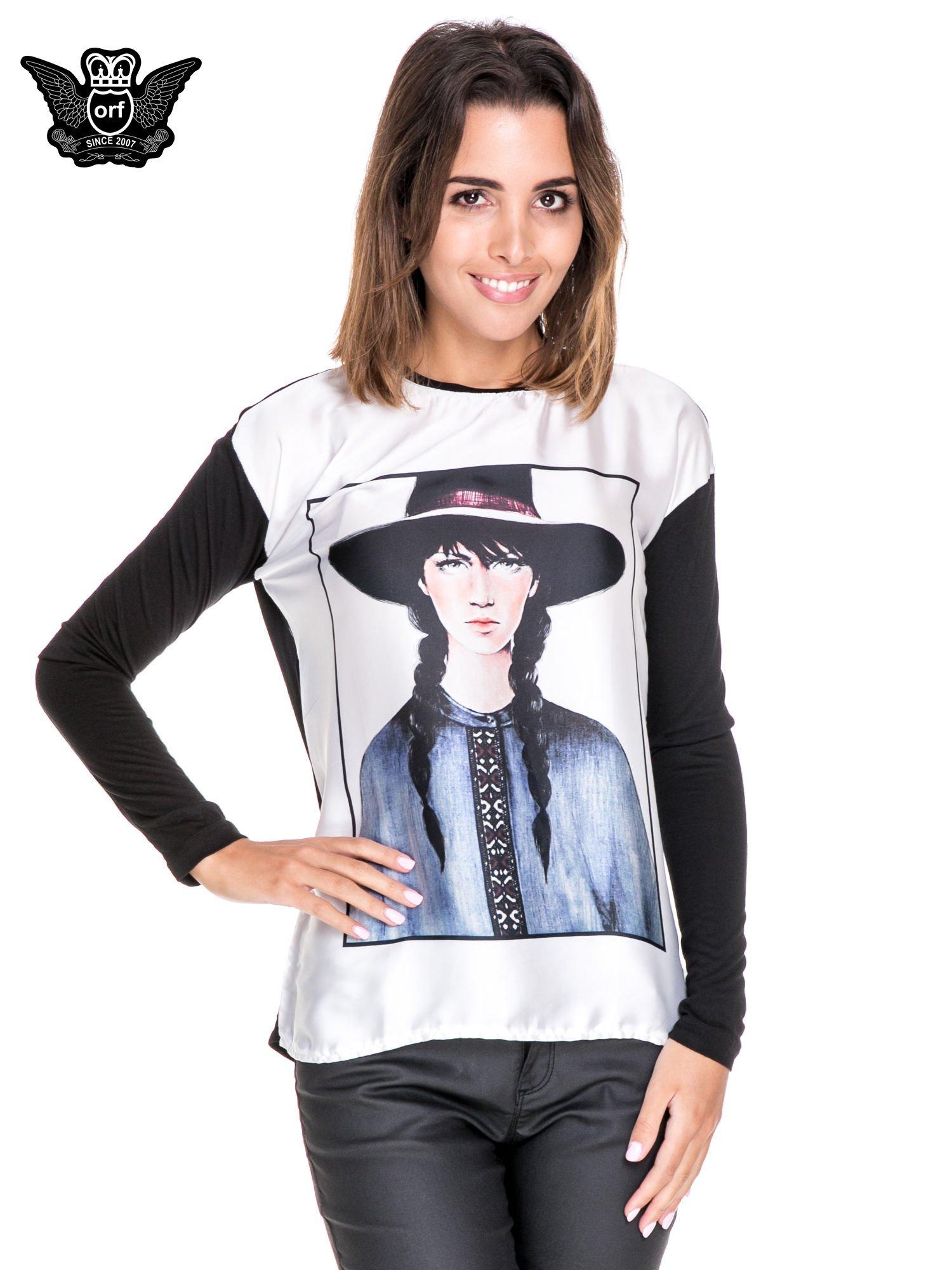 Koszula z satynowym przodem i nadrukiem kobiety w kapeluszu                                  zdj.                                  1