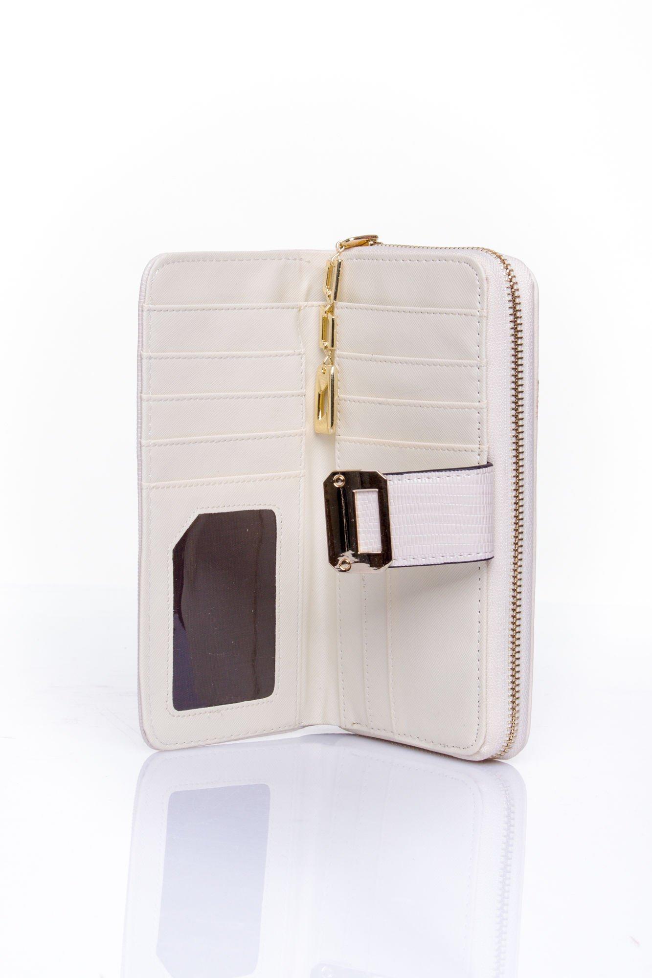 Kremowy portfel ze złotą klamerką                                   zdj.                                  5