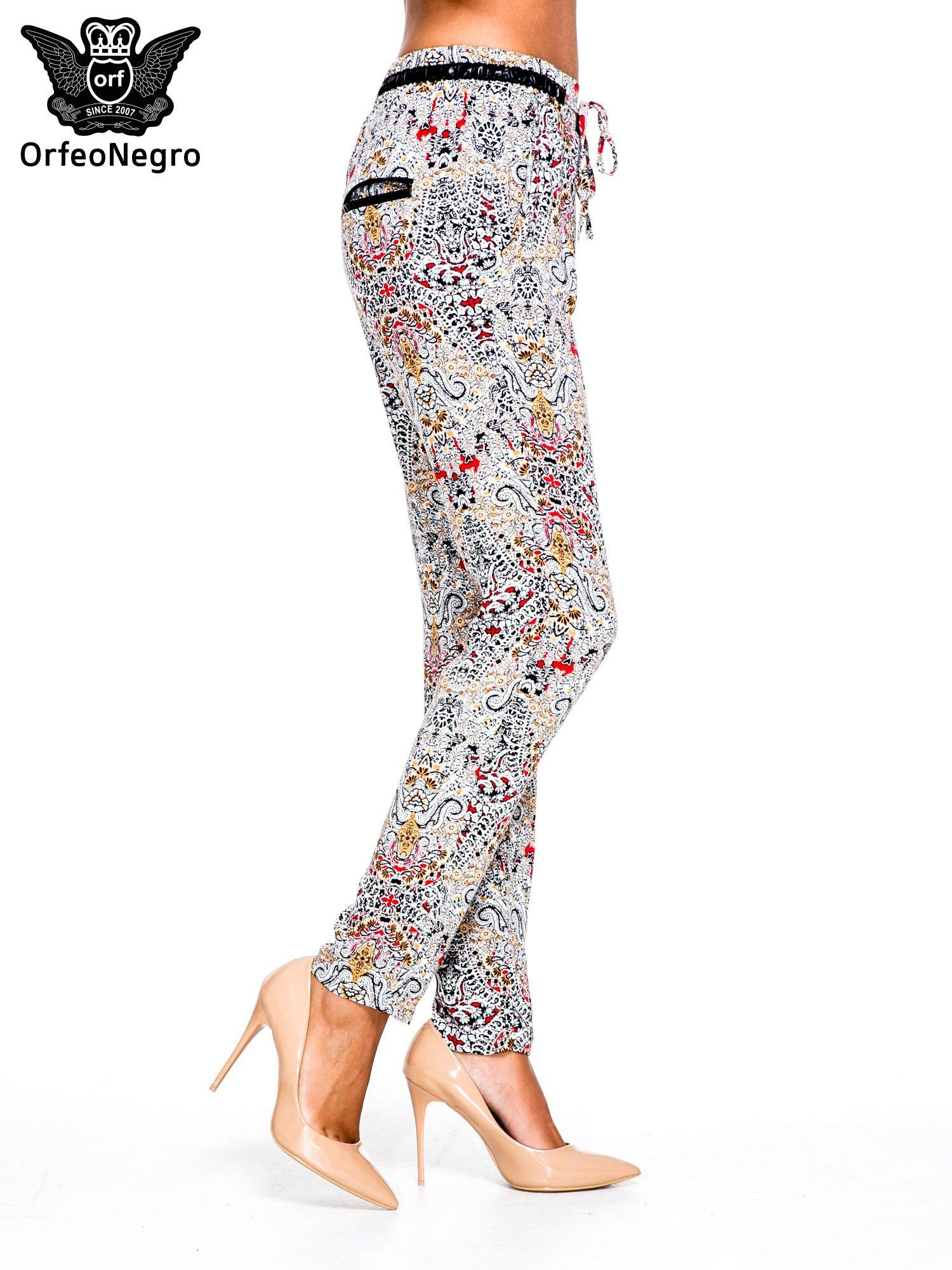 Lejące spodnie we wzór etno                                  zdj.                                  3